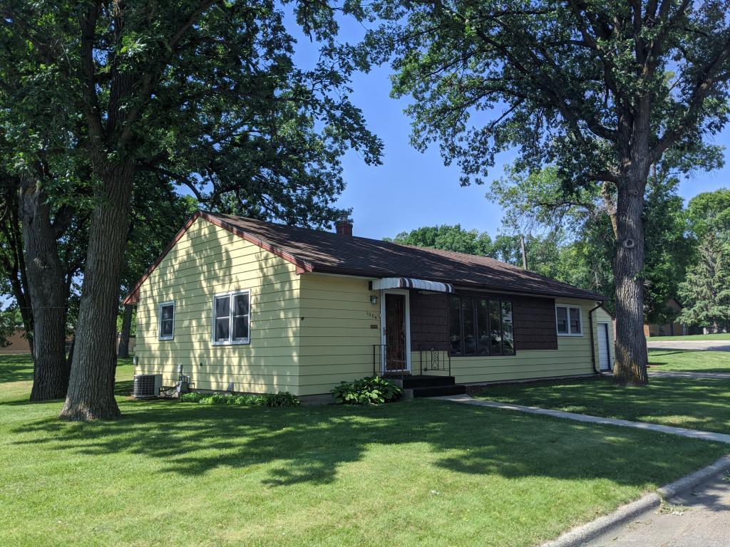 1004 Jefferson Property Photo - Fergus Falls, MN real estate listing