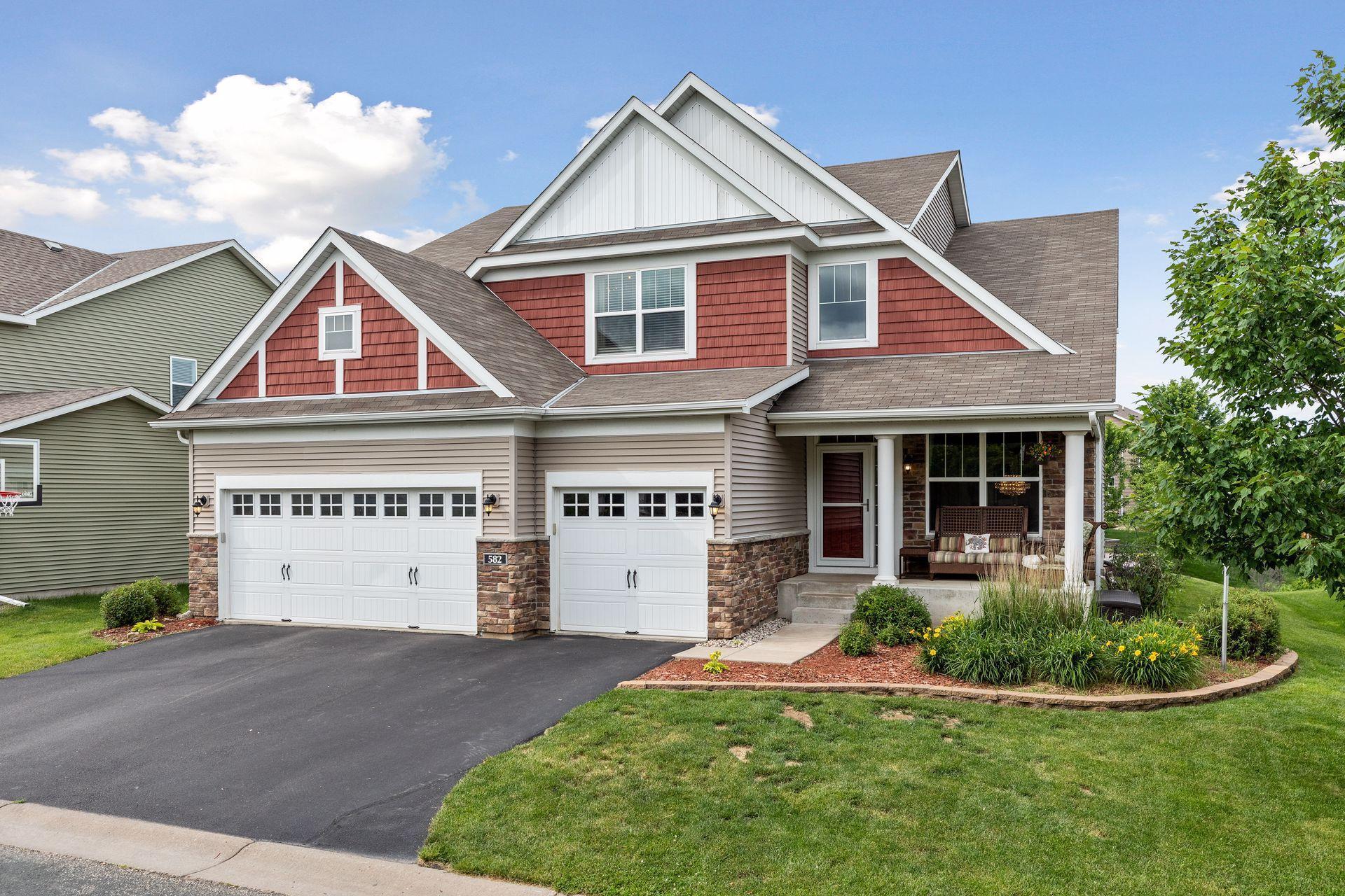 582 Eastgate Property Photo - Mahtomedi, MN real estate listing