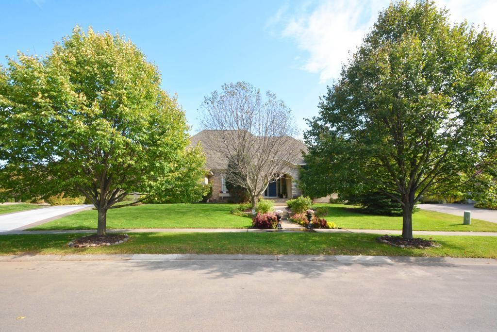 3211 Crestmoor Drive Property Photo - Woodbury, MN real estate listing