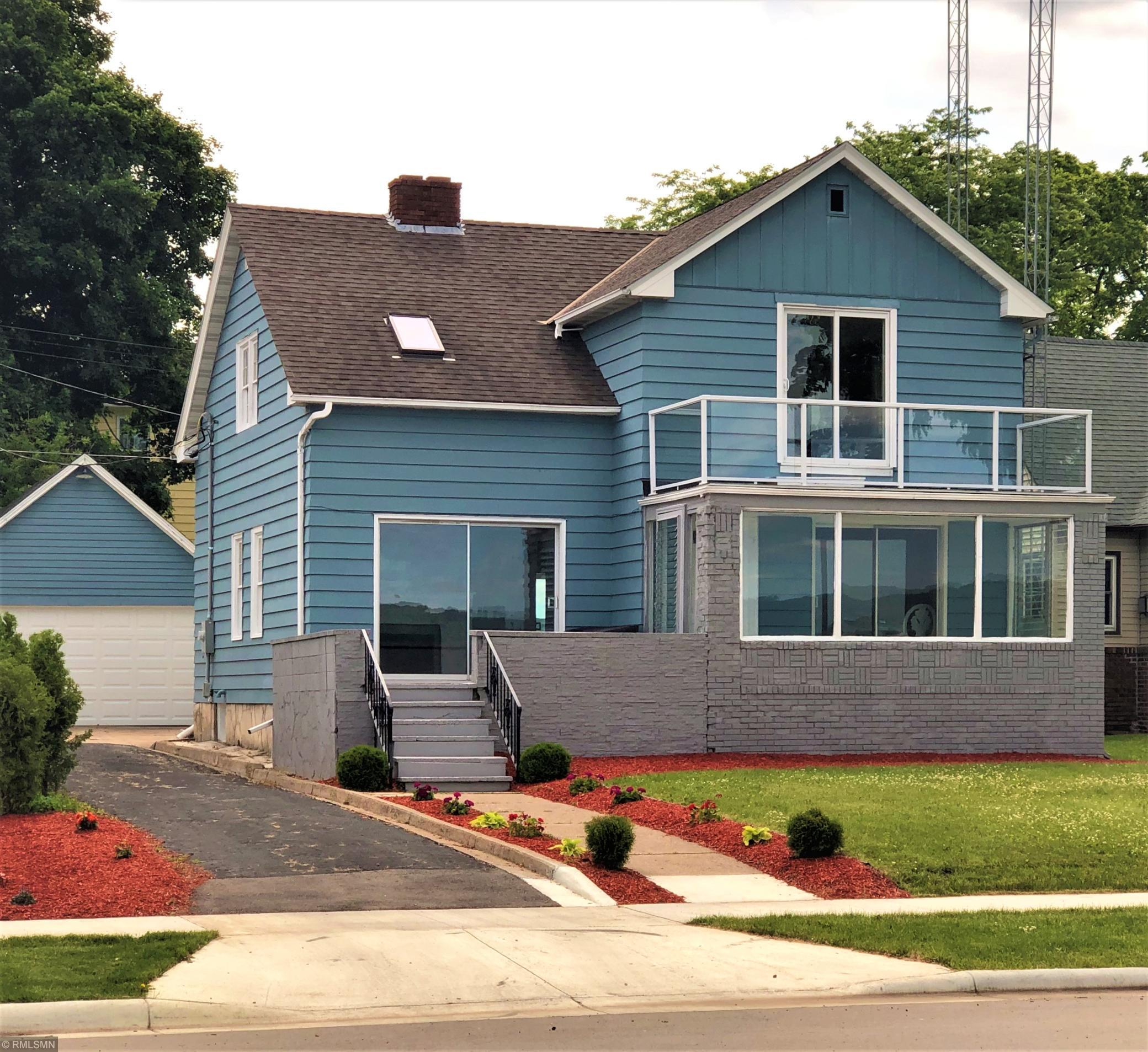 816 Lakeshore Property Photo