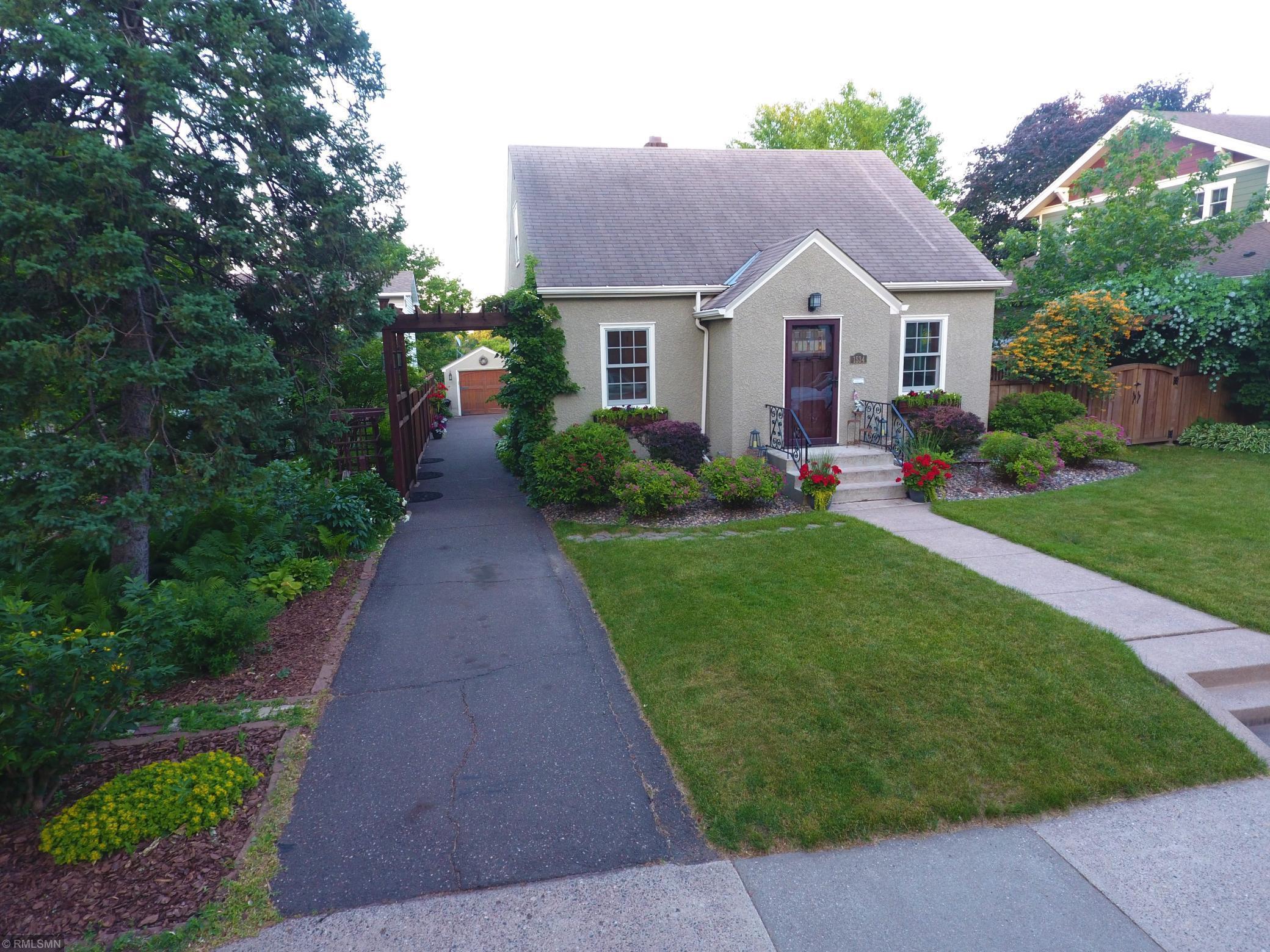 1534 Chelsea Street Property Photo - Saint Paul, MN real estate listing