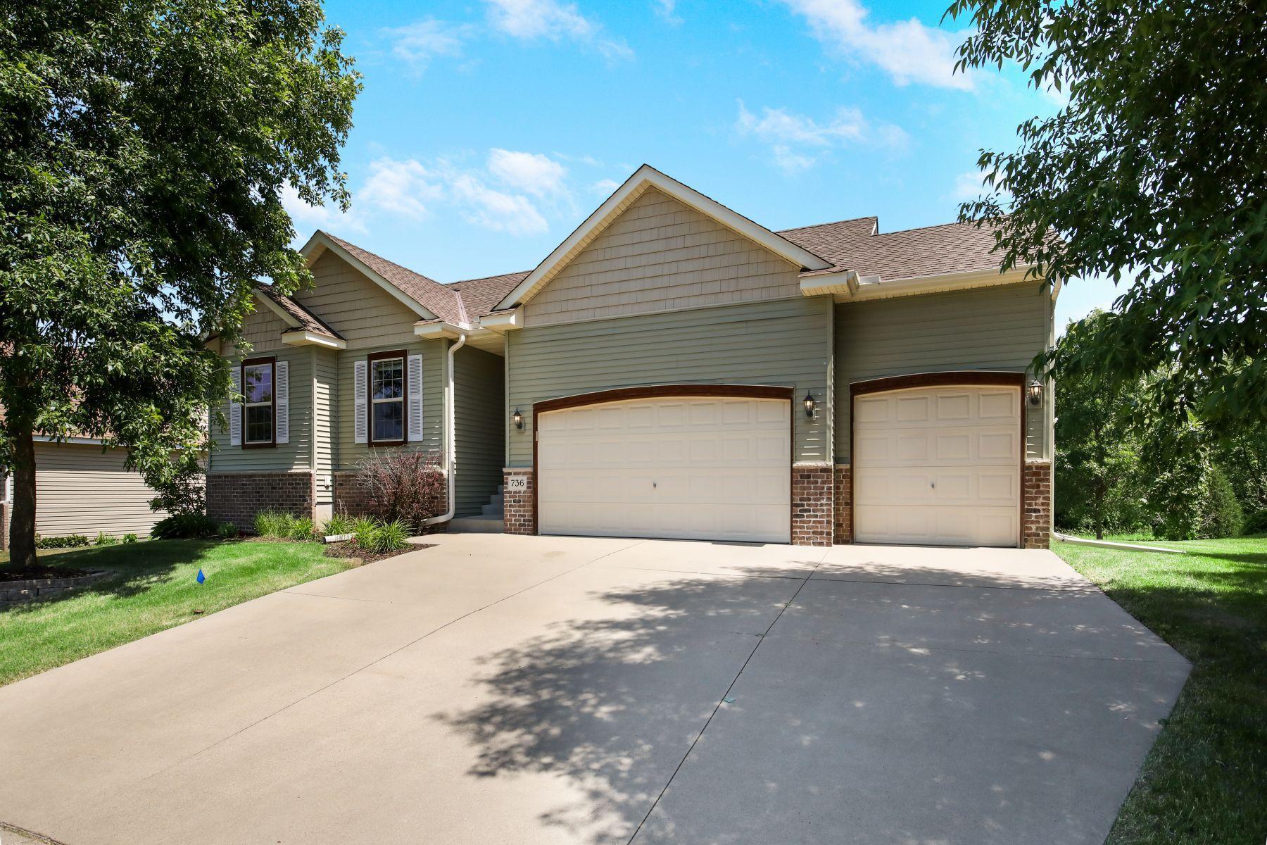 736 Brook Circle E Property Photo - Montrose, MN real estate listing