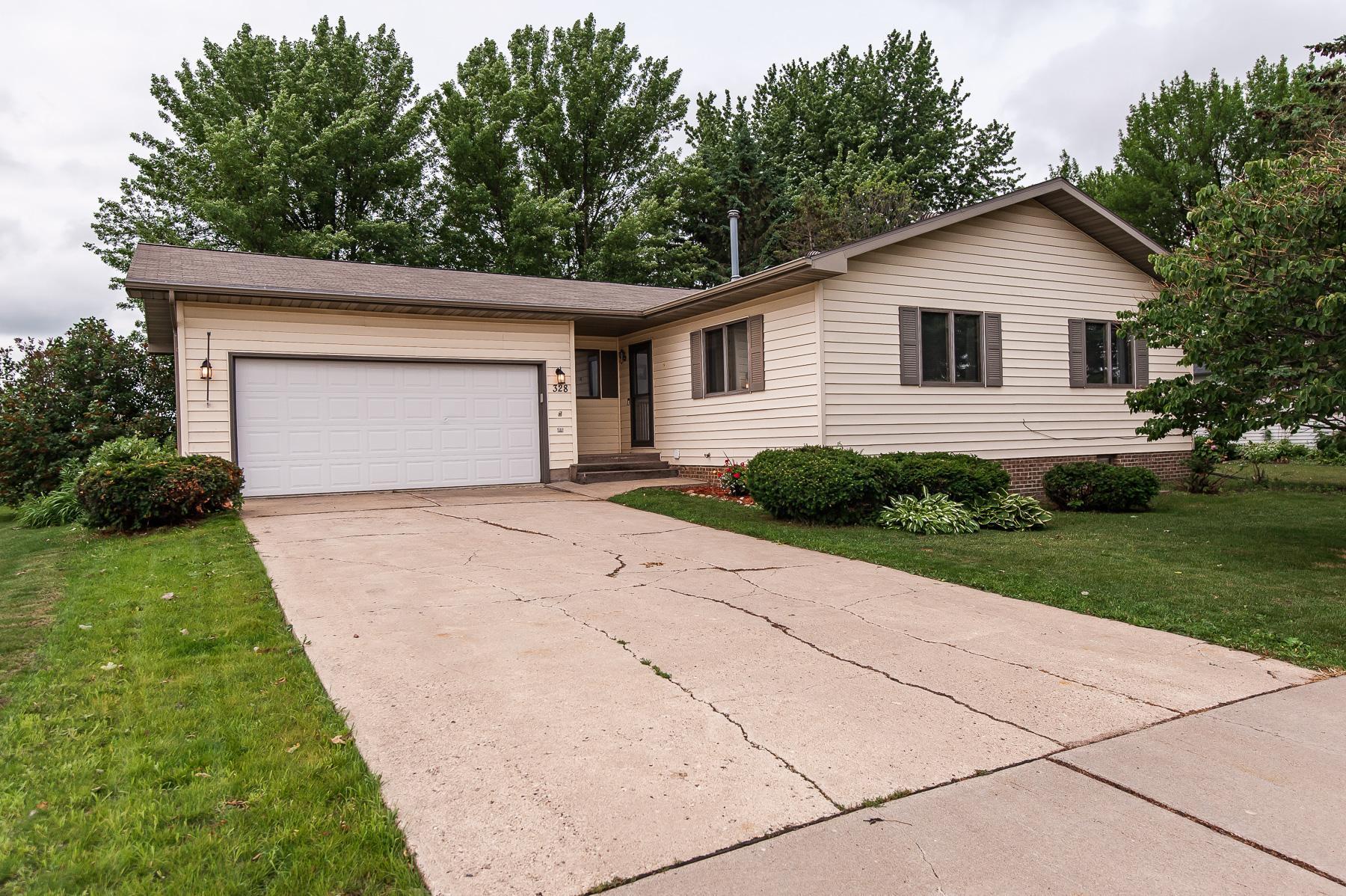 328 6th Street Property Photo - Kenyon, MN real estate listing