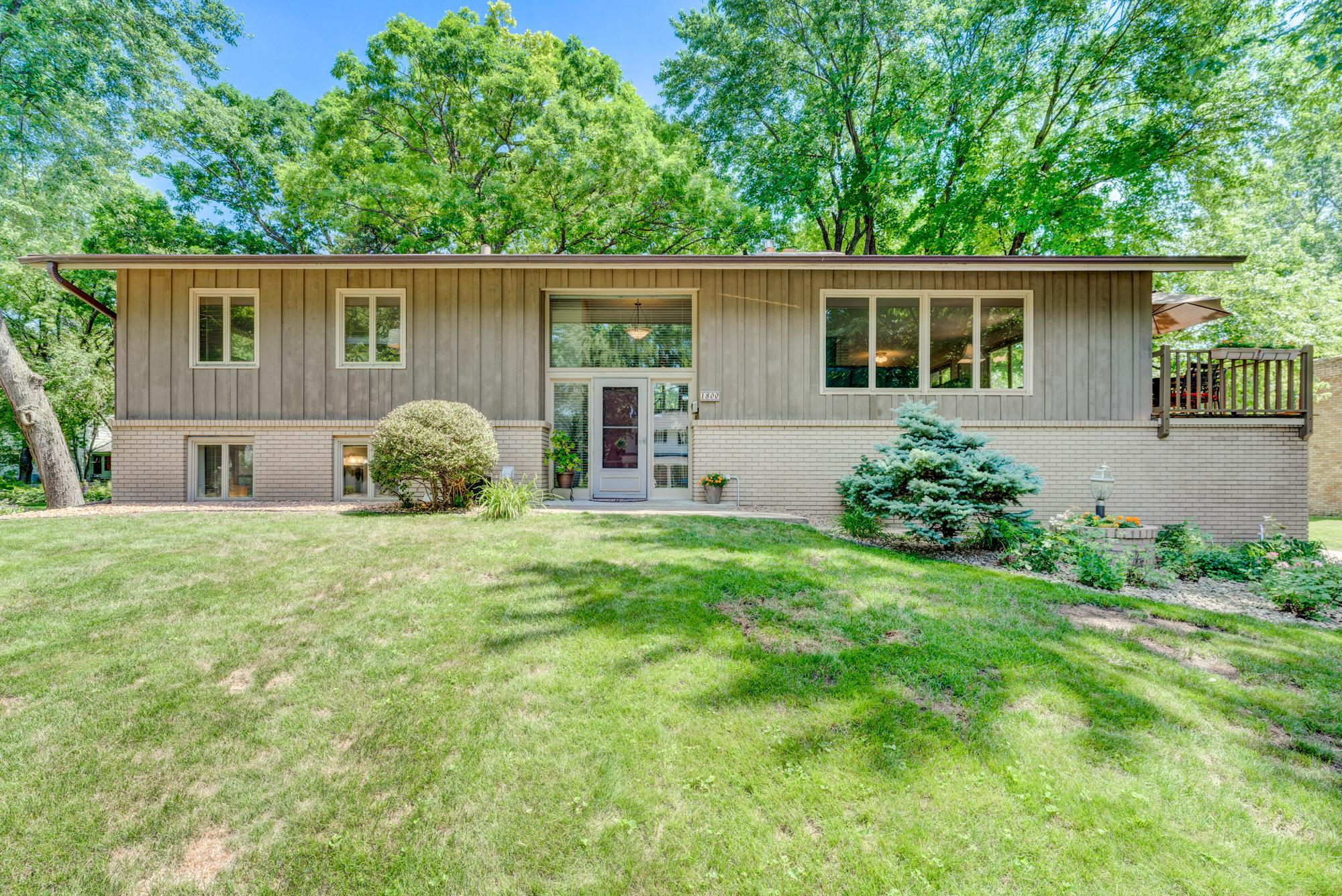 1800 Sumter N Property Photo - Golden Valley, MN real estate listing