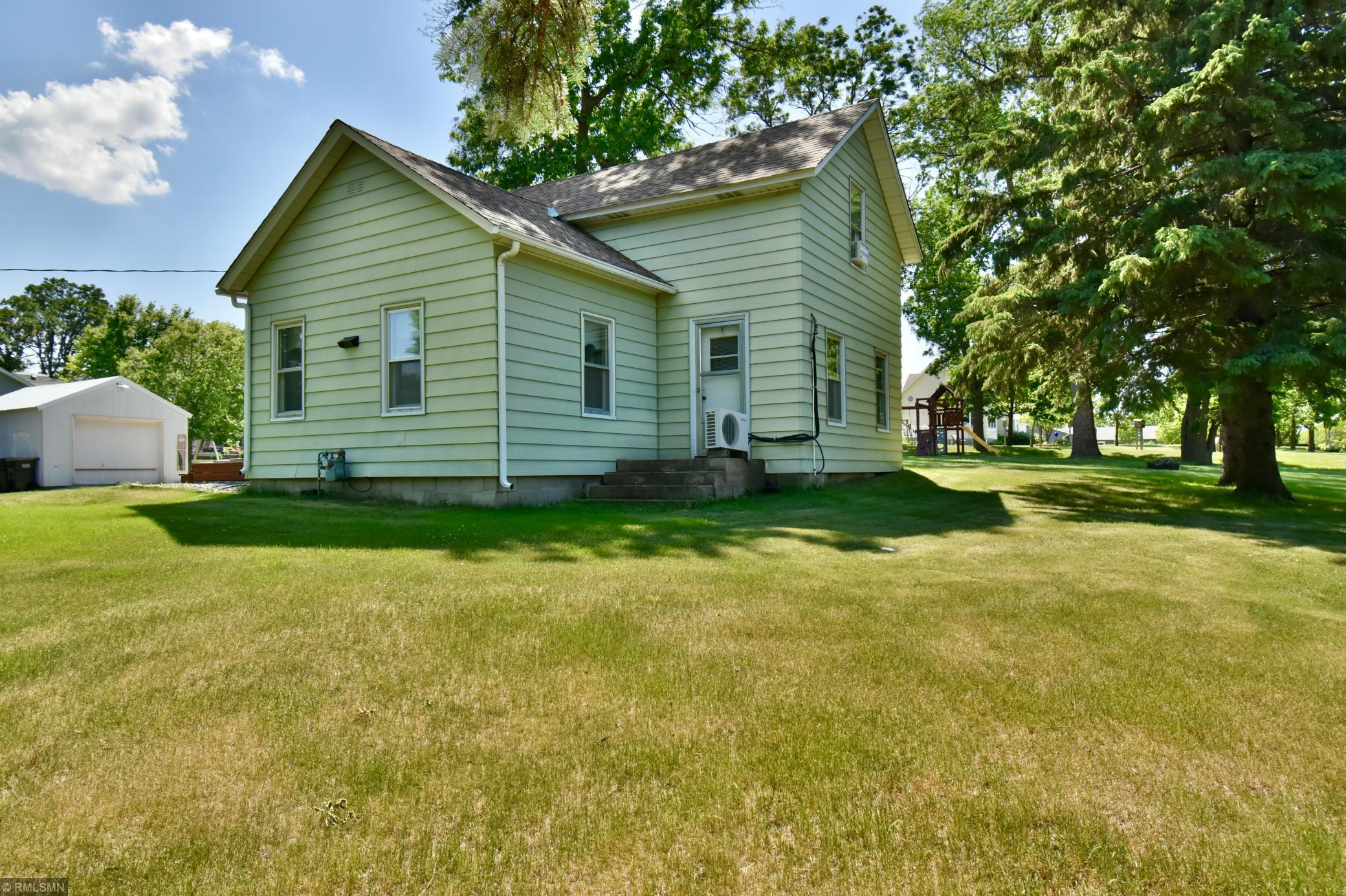 1805 2nd S Property Photo - Sauk Centre, MN real estate listing