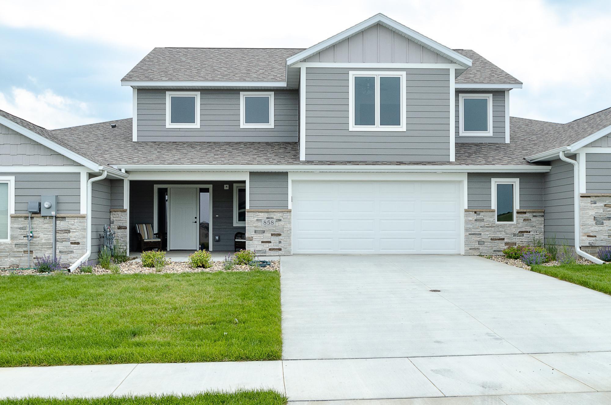 858 Grand Ridge Drive Ne Property Photo