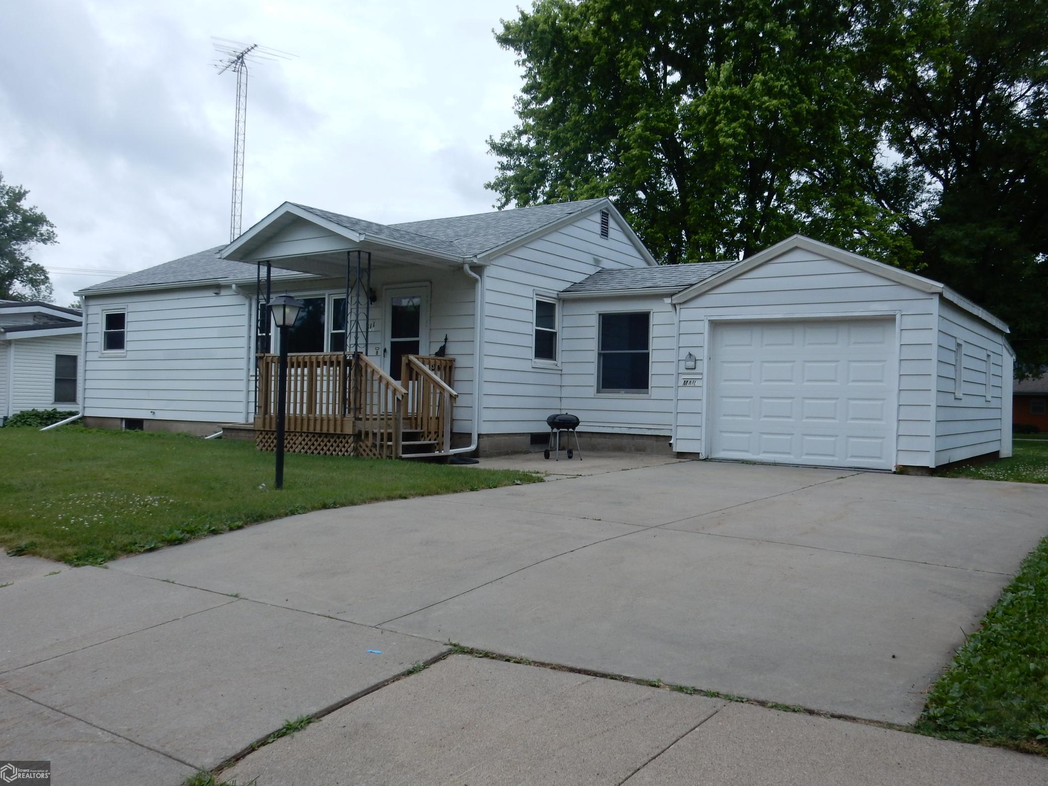 311 Ohio Property Photo - Iowa Falls, IA real estate listing
