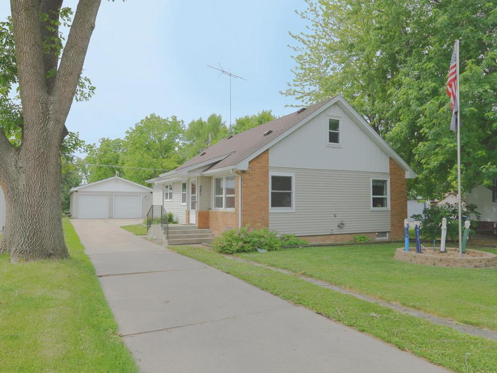 521 Main W Property Photo