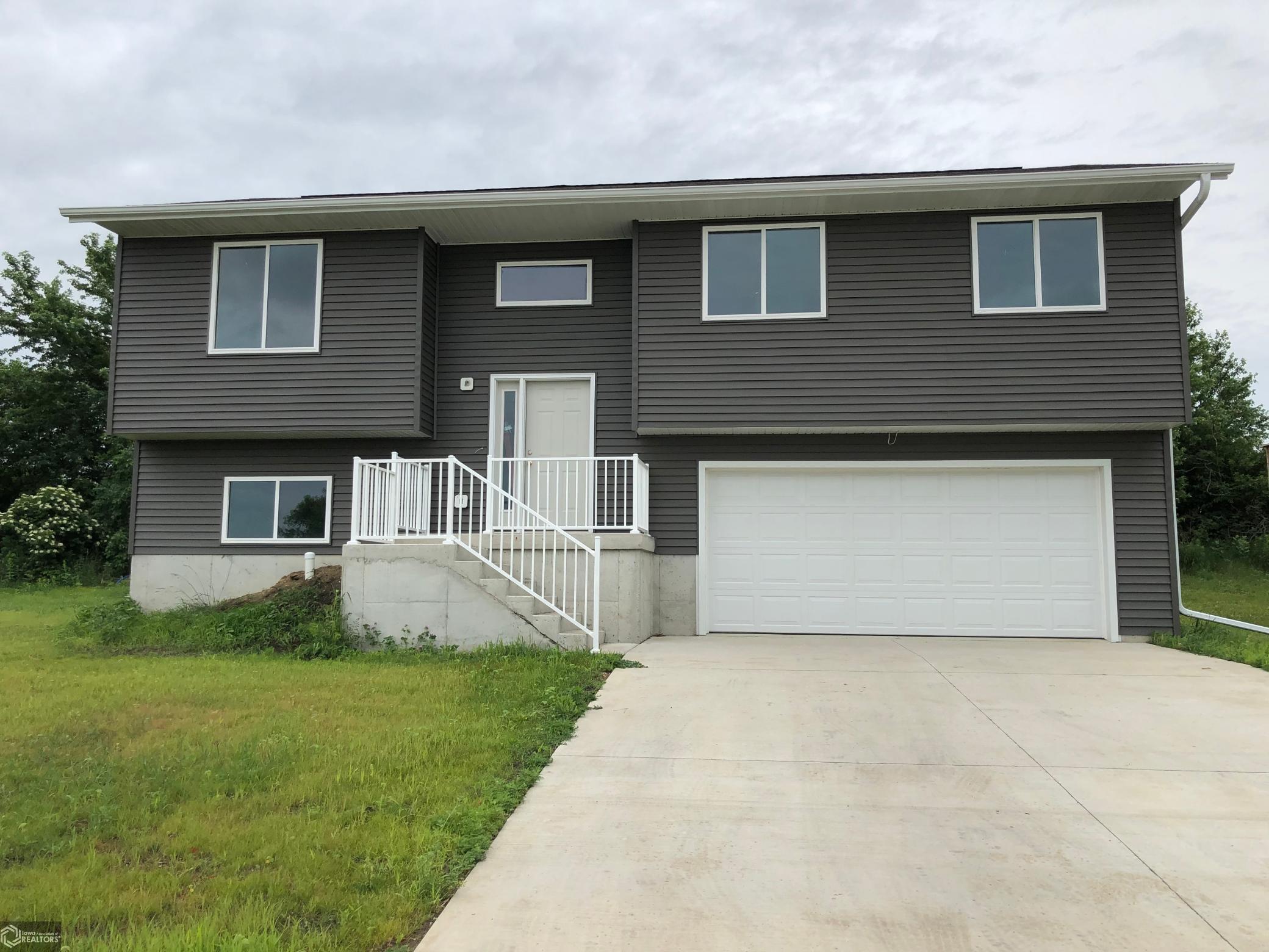 1104 Mockingbird Property Photo - Carroll, IA real estate listing
