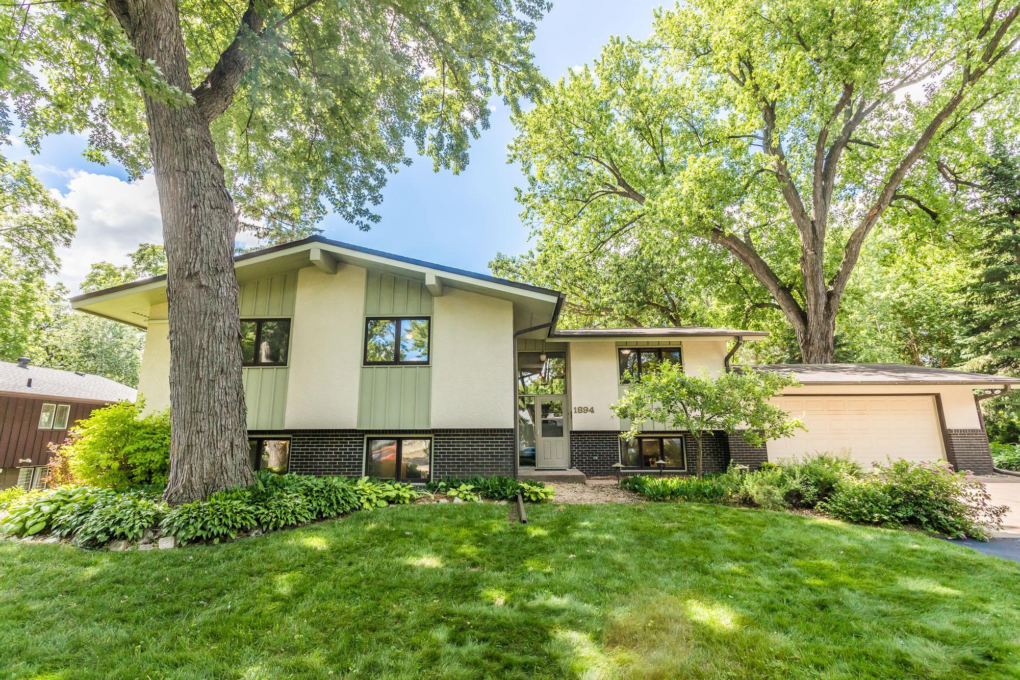 1894 Stowe Property Photo - Arden Hills, MN real estate listing