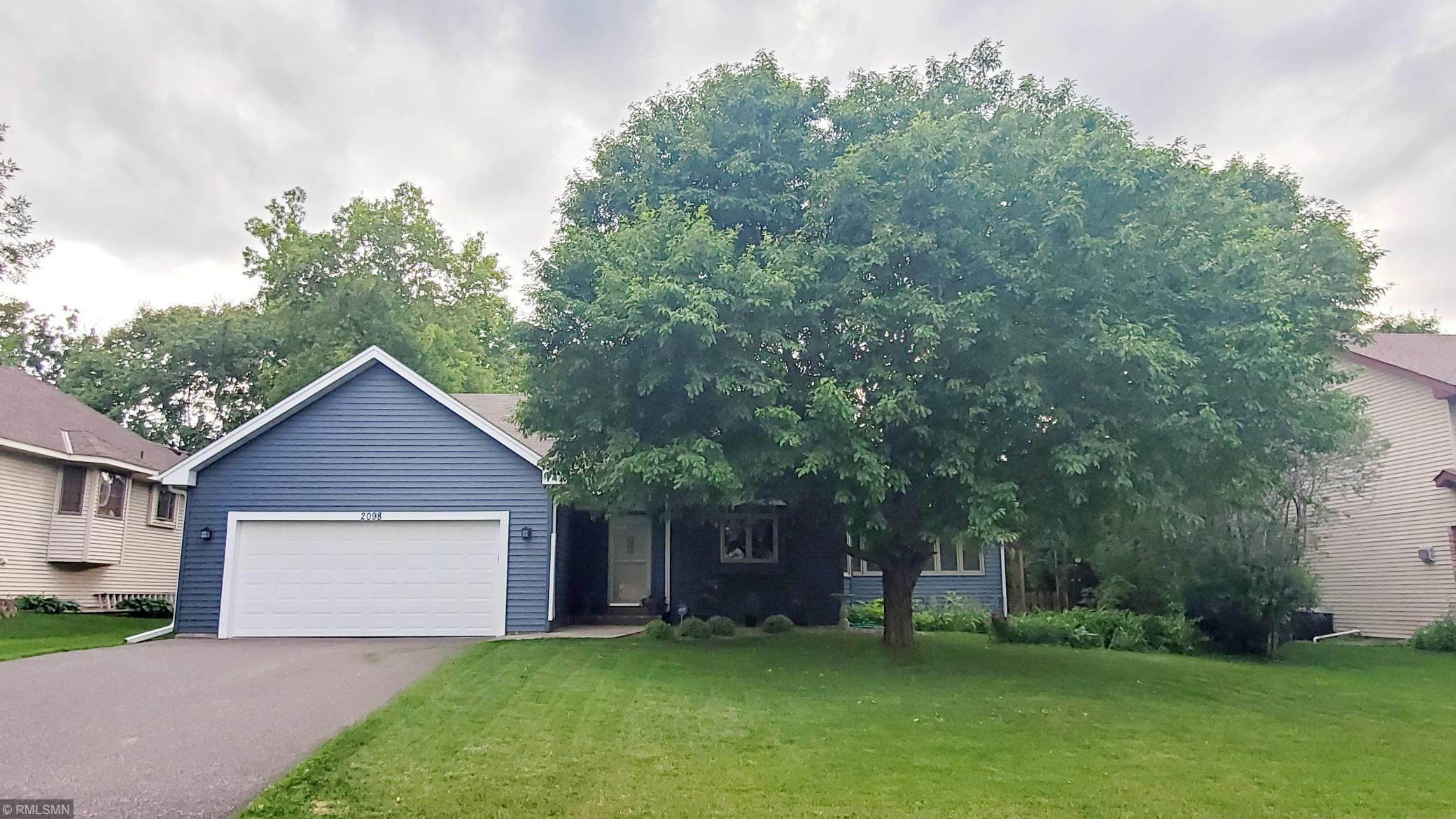 2098 Holly N Property Photo - Oakdale, MN real estate listing