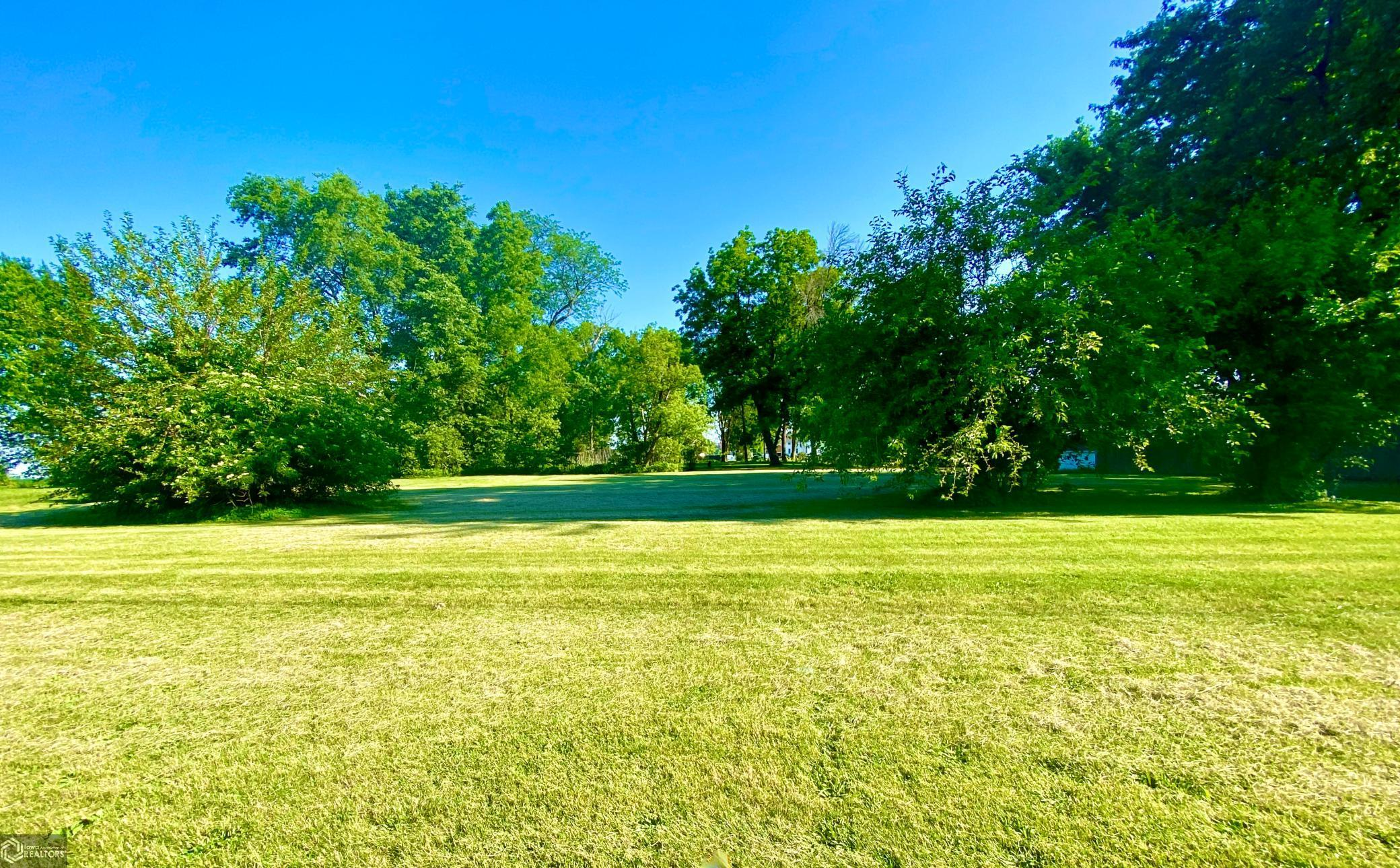 1300 Davis Property Photo - Grinnell, IA real estate listing