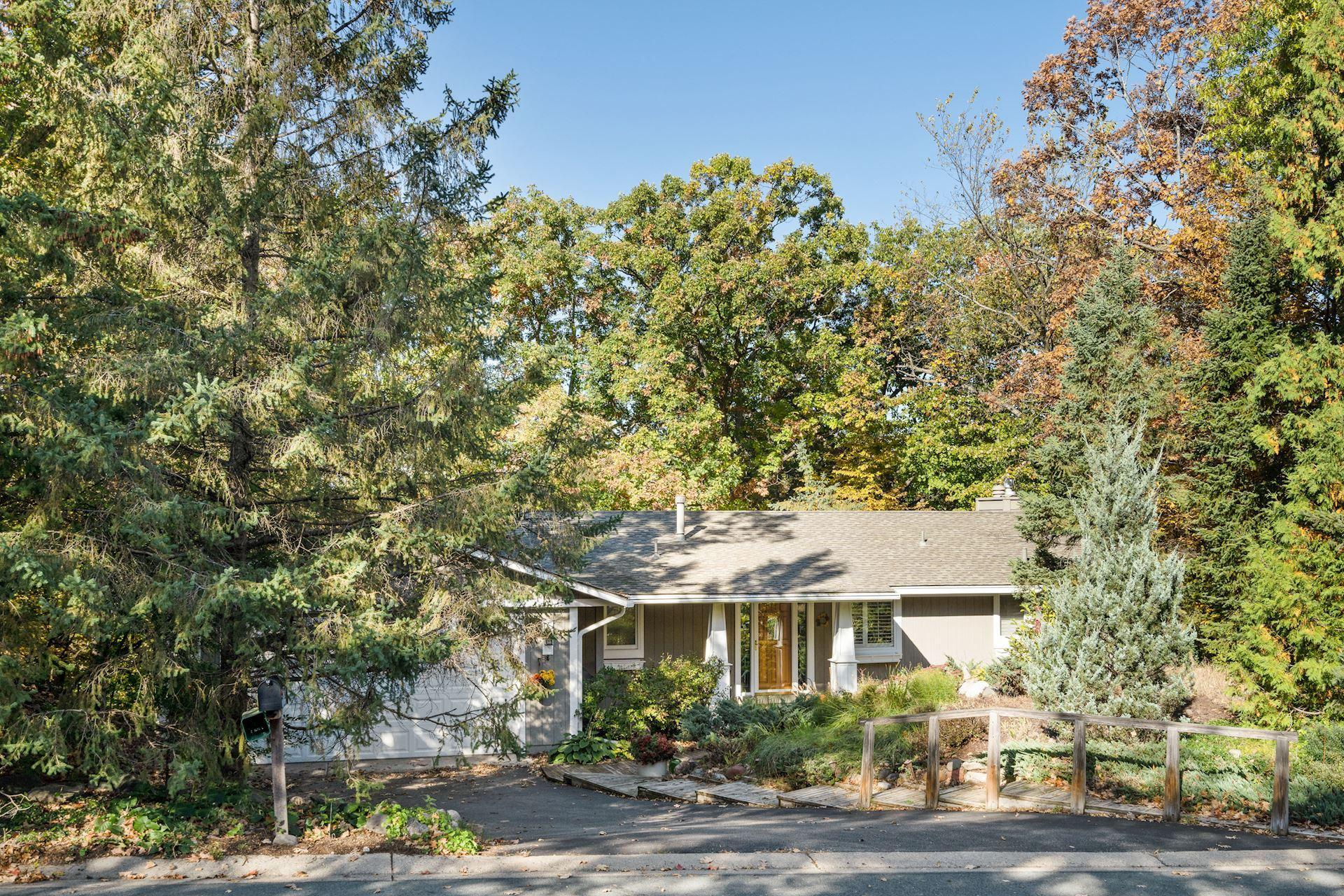 8756 Walton Oaks Drive Property Photo - Bloomington, MN real estate listing