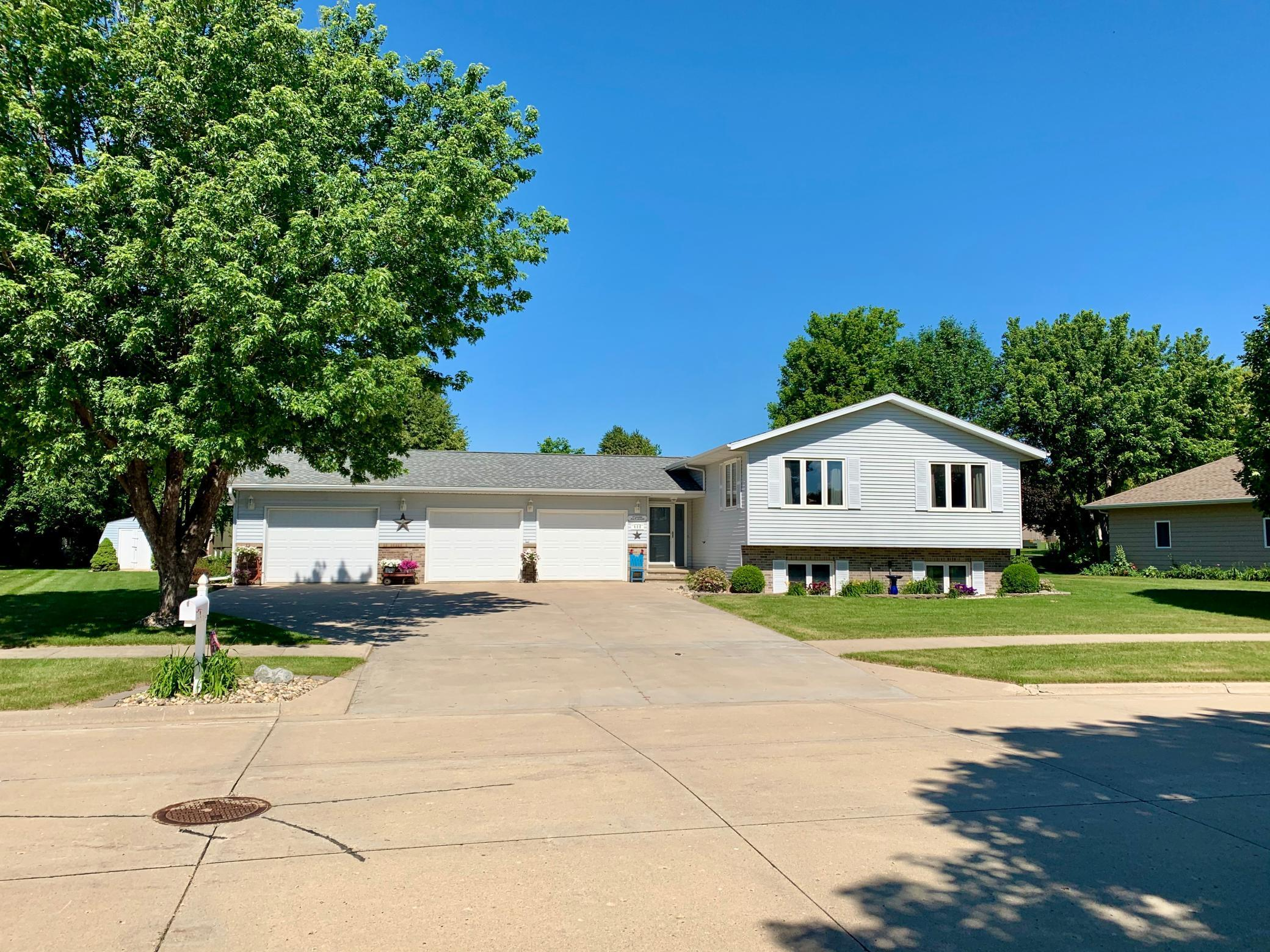 409 Oak Drive Property Photo - Sibley, IA real estate listing