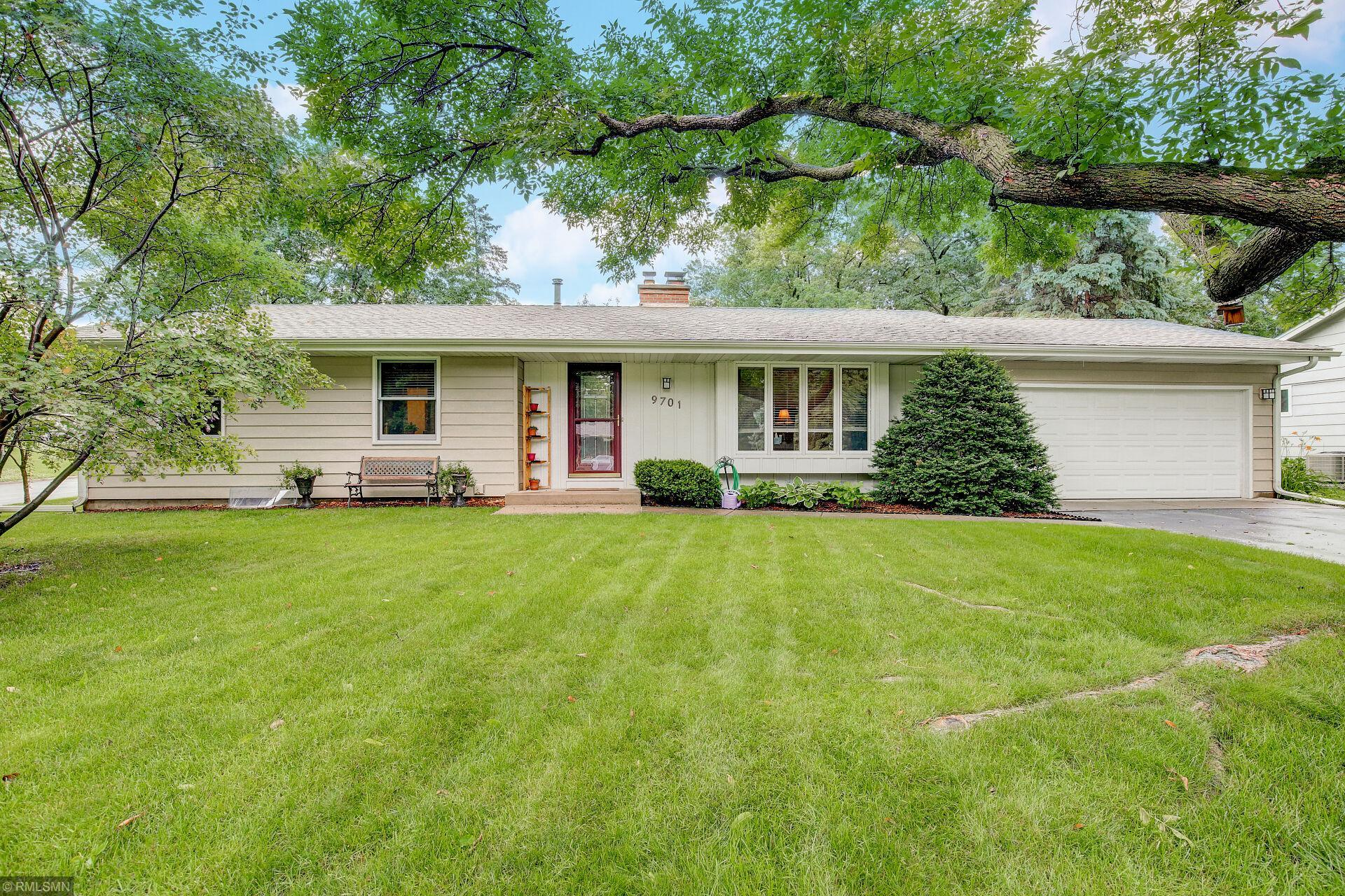 9701 Russell Avenue S Property Photo - Bloomington, MN real estate listing