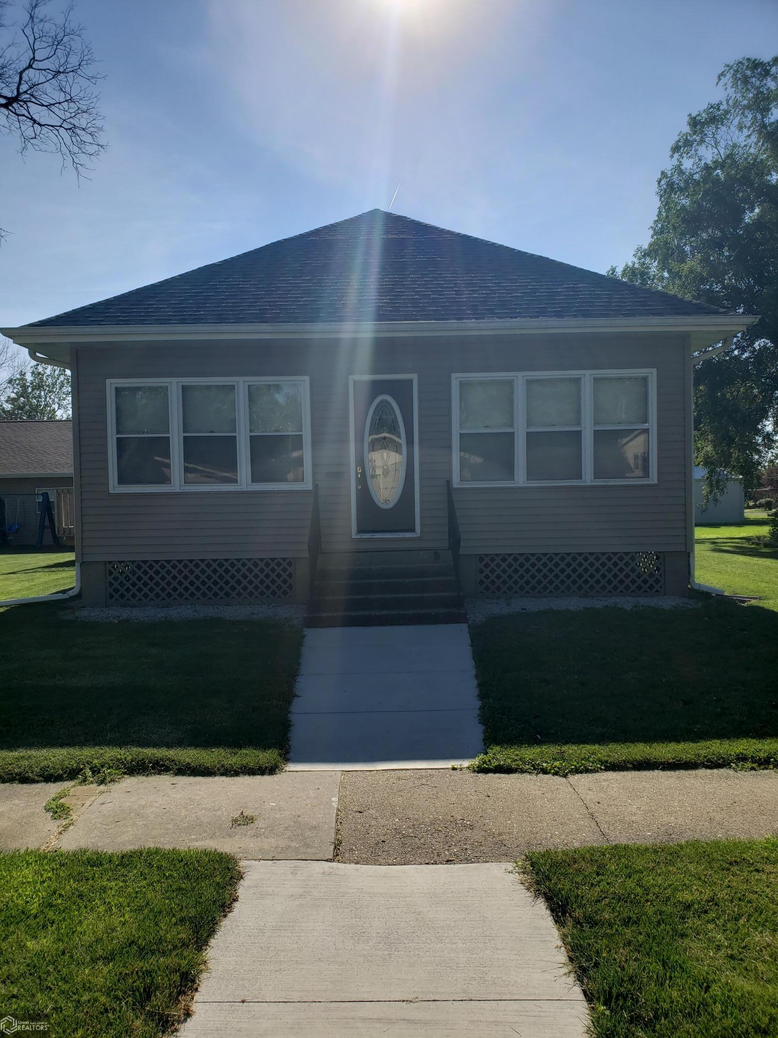 909 South 9th St Property Photo - Oskaloosa, IA real estate listing