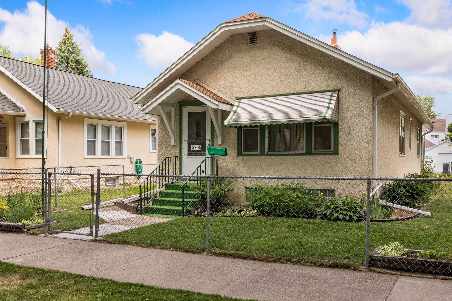 2706 Queen N Property Photo - Minneapolis, MN real estate listing