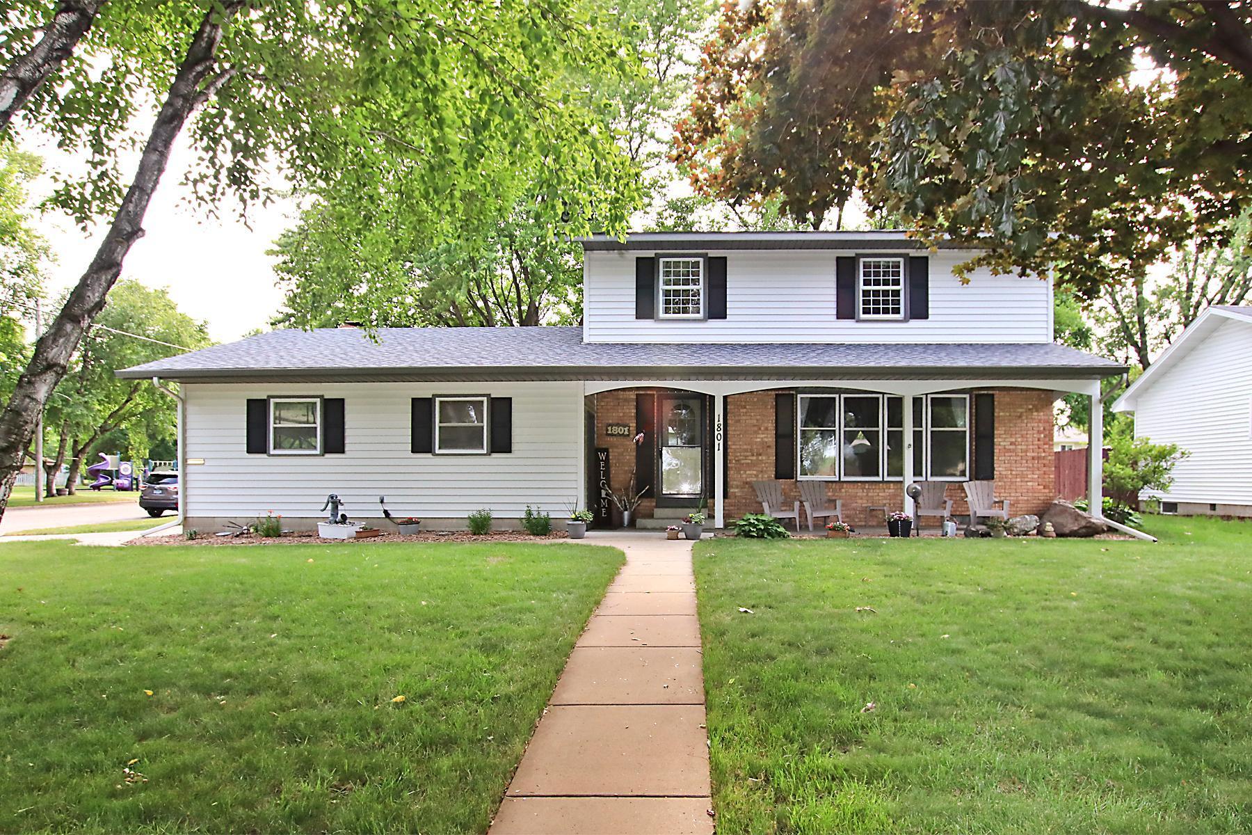 1801 Knight N Property Photo - Glencoe, MN real estate listing