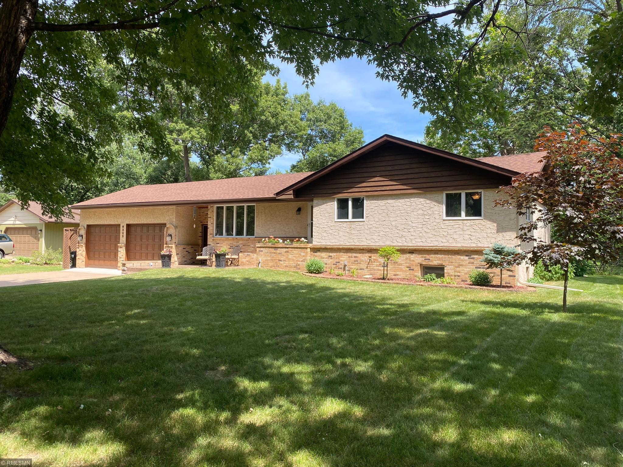 8315 Red Oak Property Photo - Mounds View, MN real estate listing