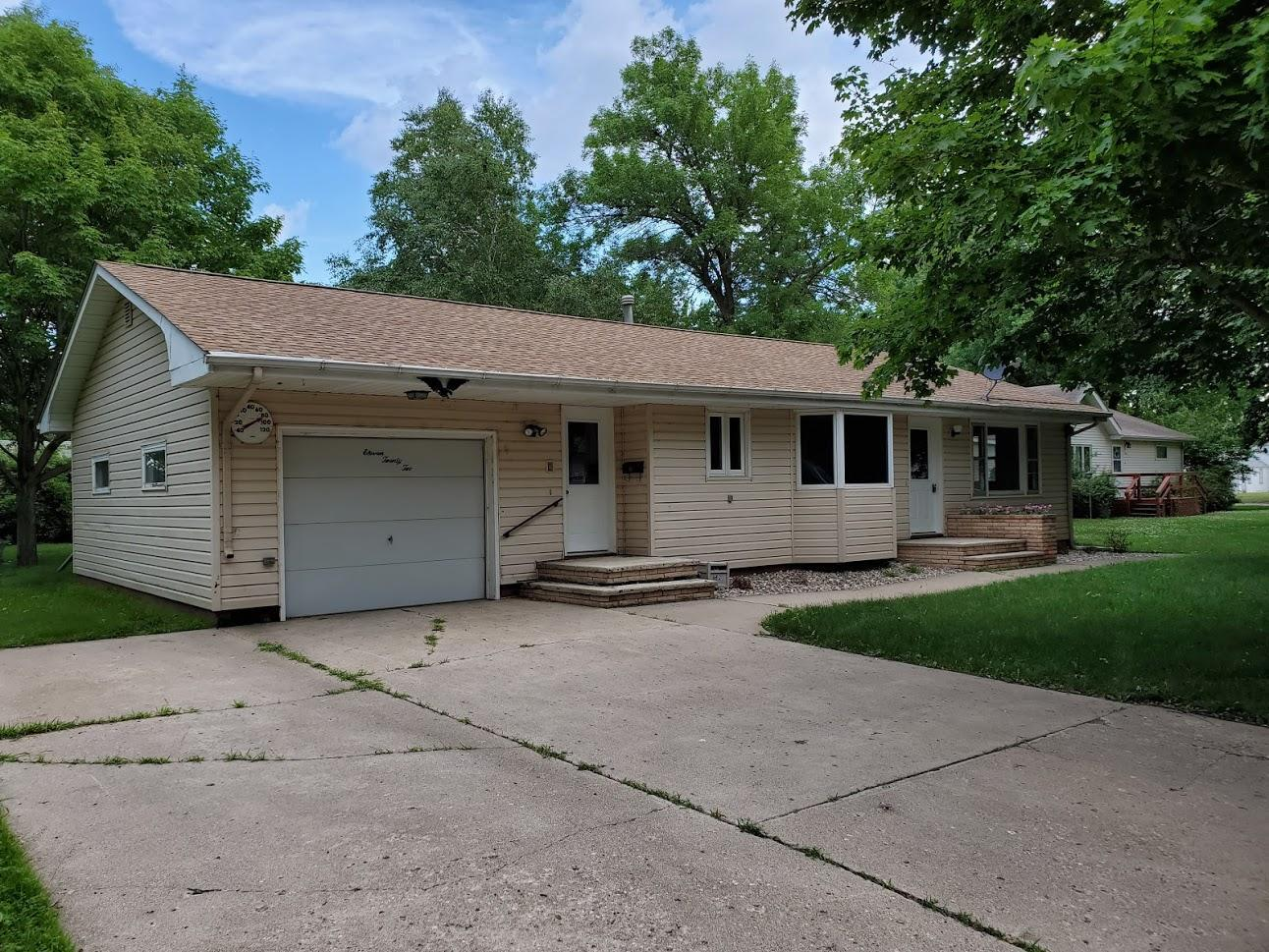1122 7th Property Photo - Westbrook, MN real estate listing