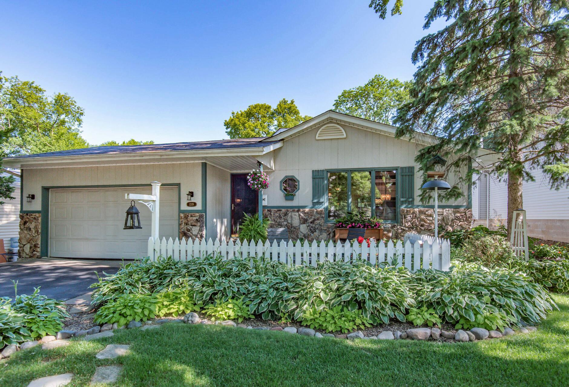 1319 42 1/2 NE Property Photo - Columbia Heights, MN real estate listing
