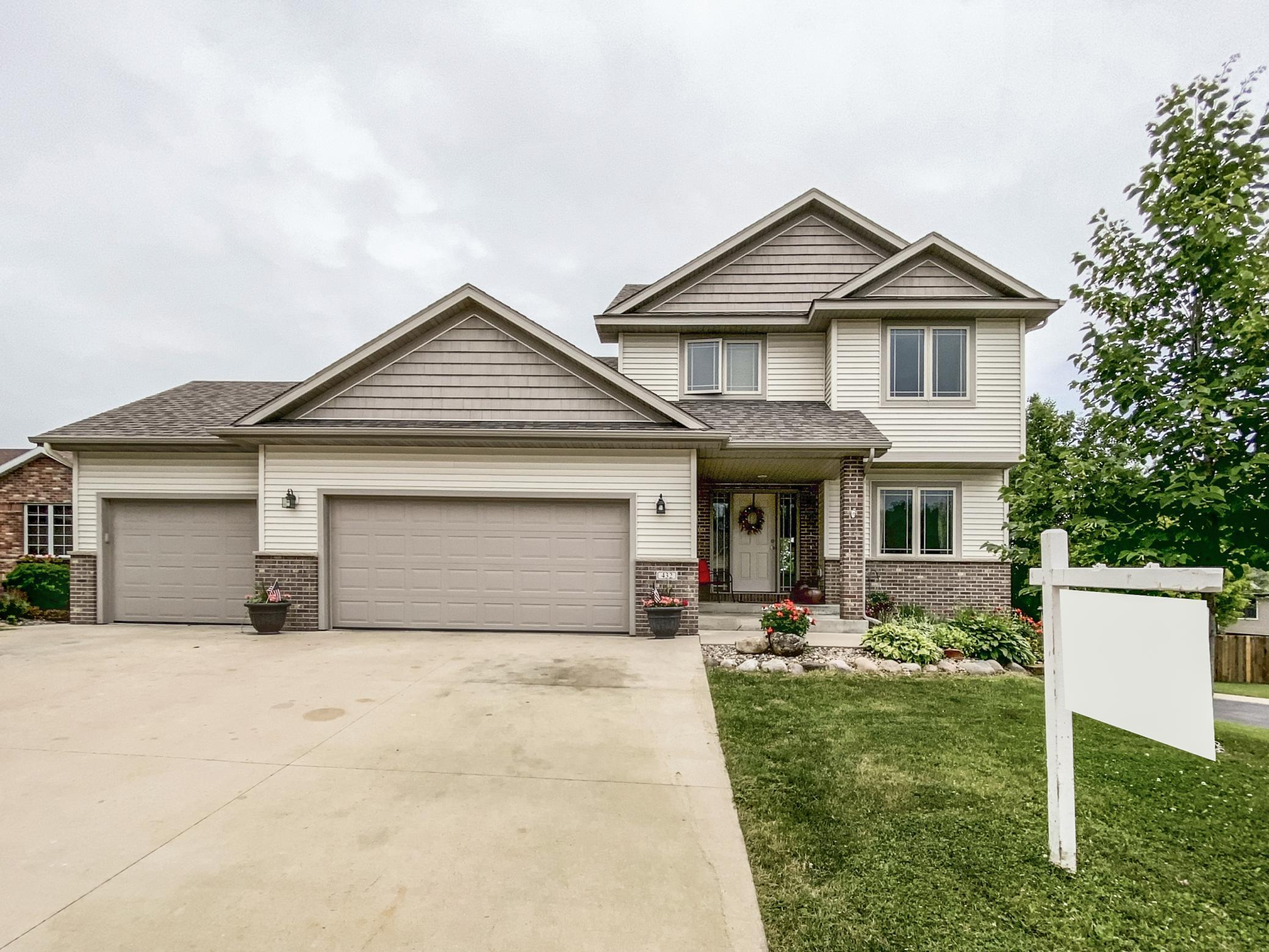 432 Manor Ridge NW Property Photo - Rochester, MN real estate listing