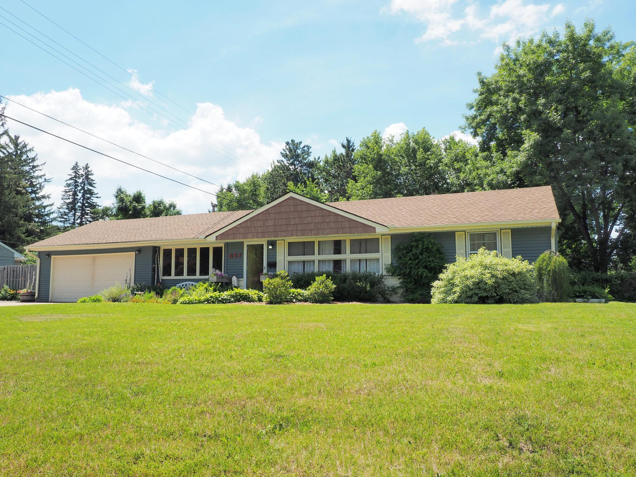 807 E 96th Street Property Photo - Bloomington, MN real estate listing