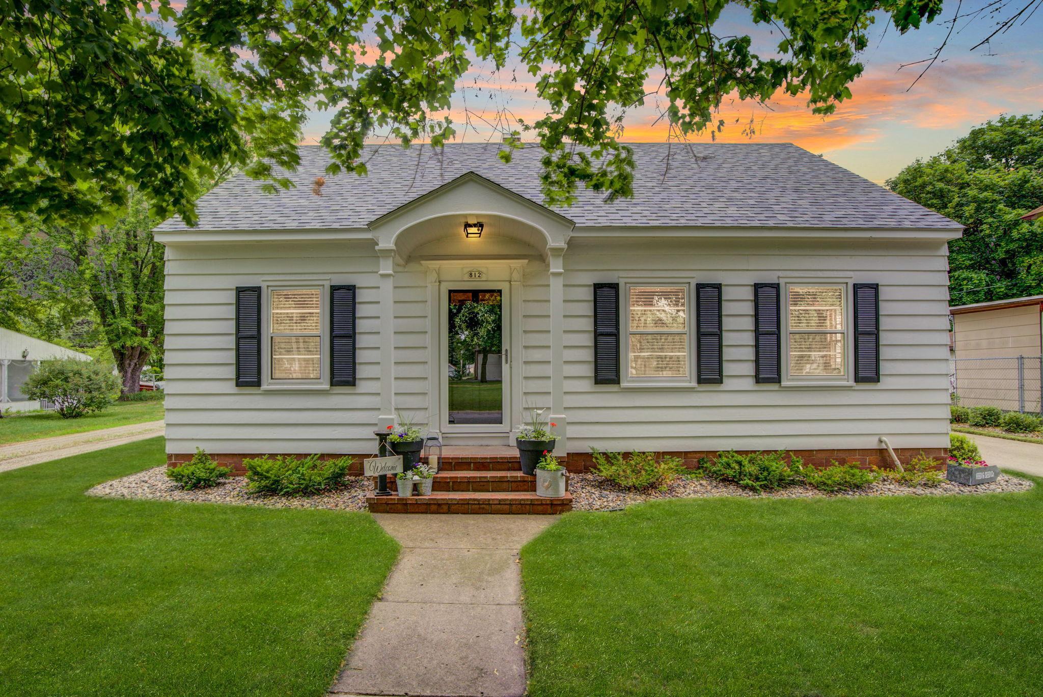 812 Ford N Property Photo - Glencoe, MN real estate listing