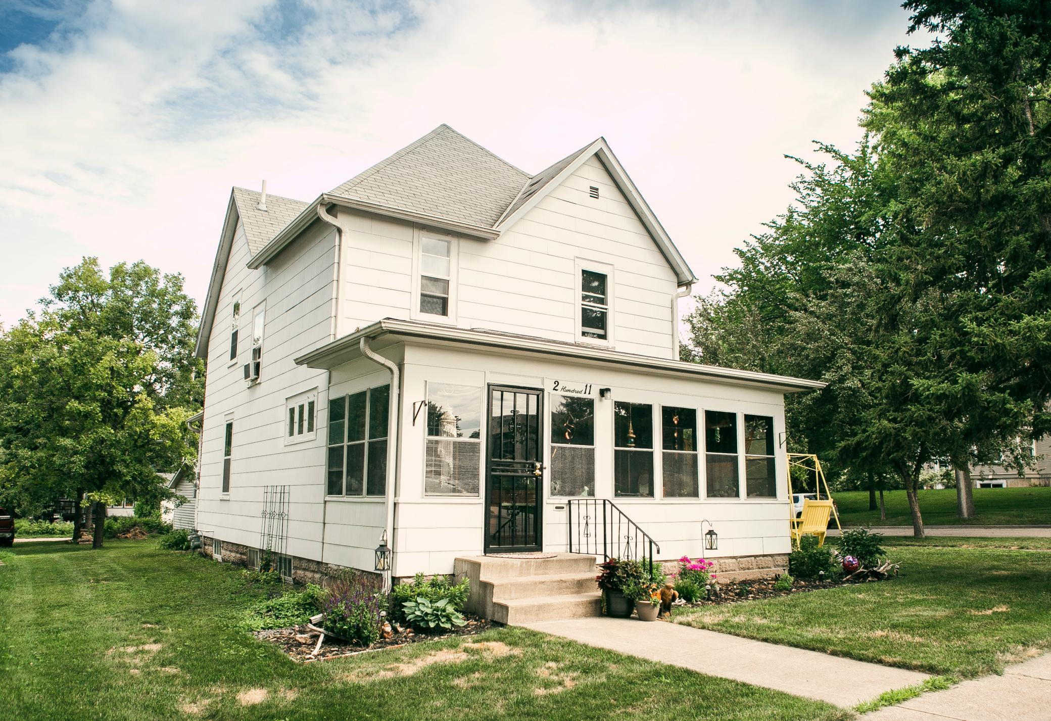211 E 5th Street Property Photo - Morris, MN real estate listing