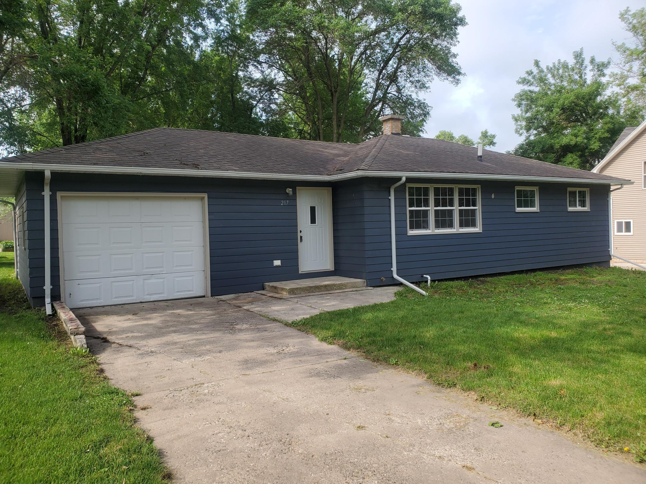217 6th E Property Photo - Jasper, MN real estate listing