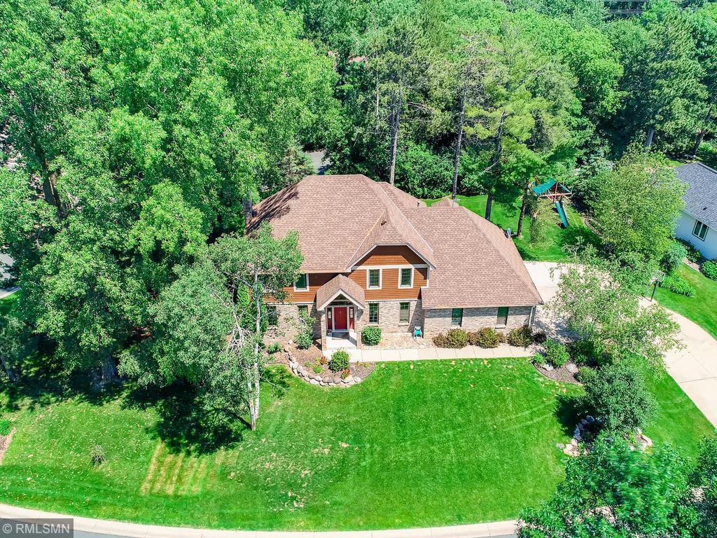 910 Pineridge Property Photo - Mahtomedi, MN real estate listing