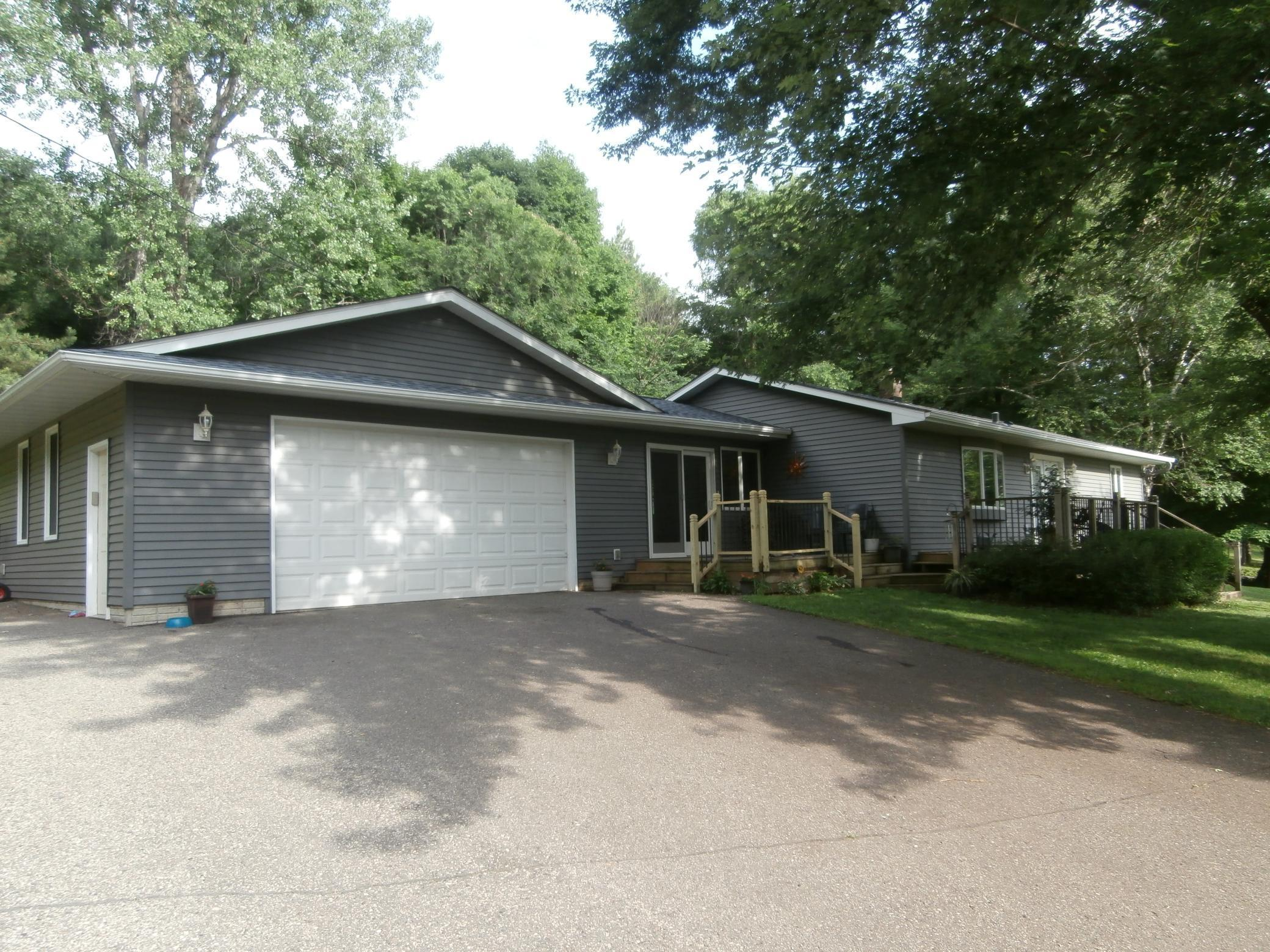 443 Valleyview Property Photo - Kinnickinnic Twp, WI real estate listing