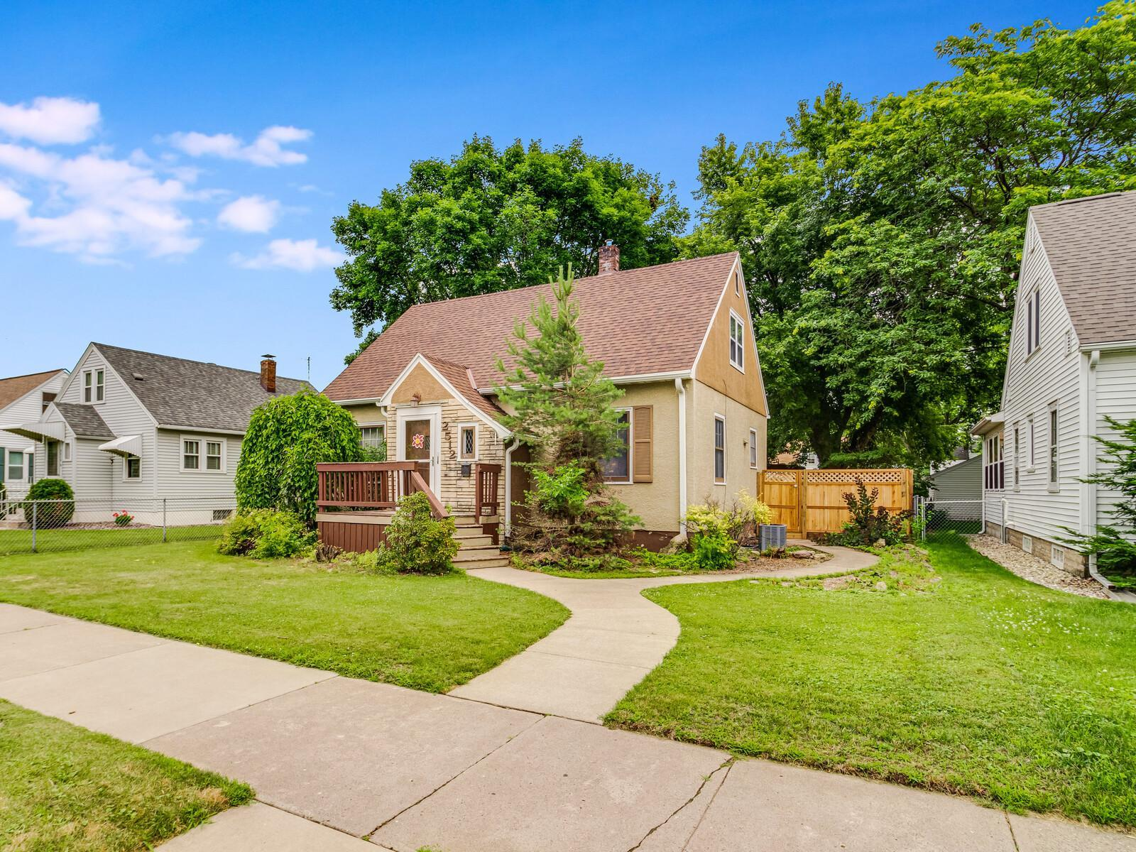 2512 Loomis Property Photo - La Crosse, WI real estate listing
