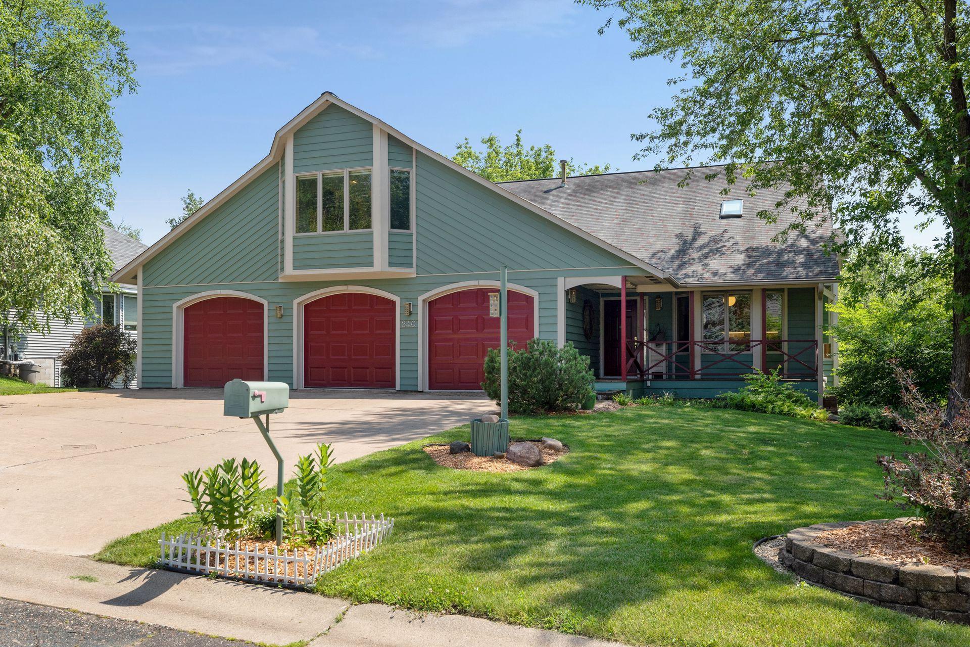 240 Dahlia Property Photo - Mahtomedi, MN real estate listing