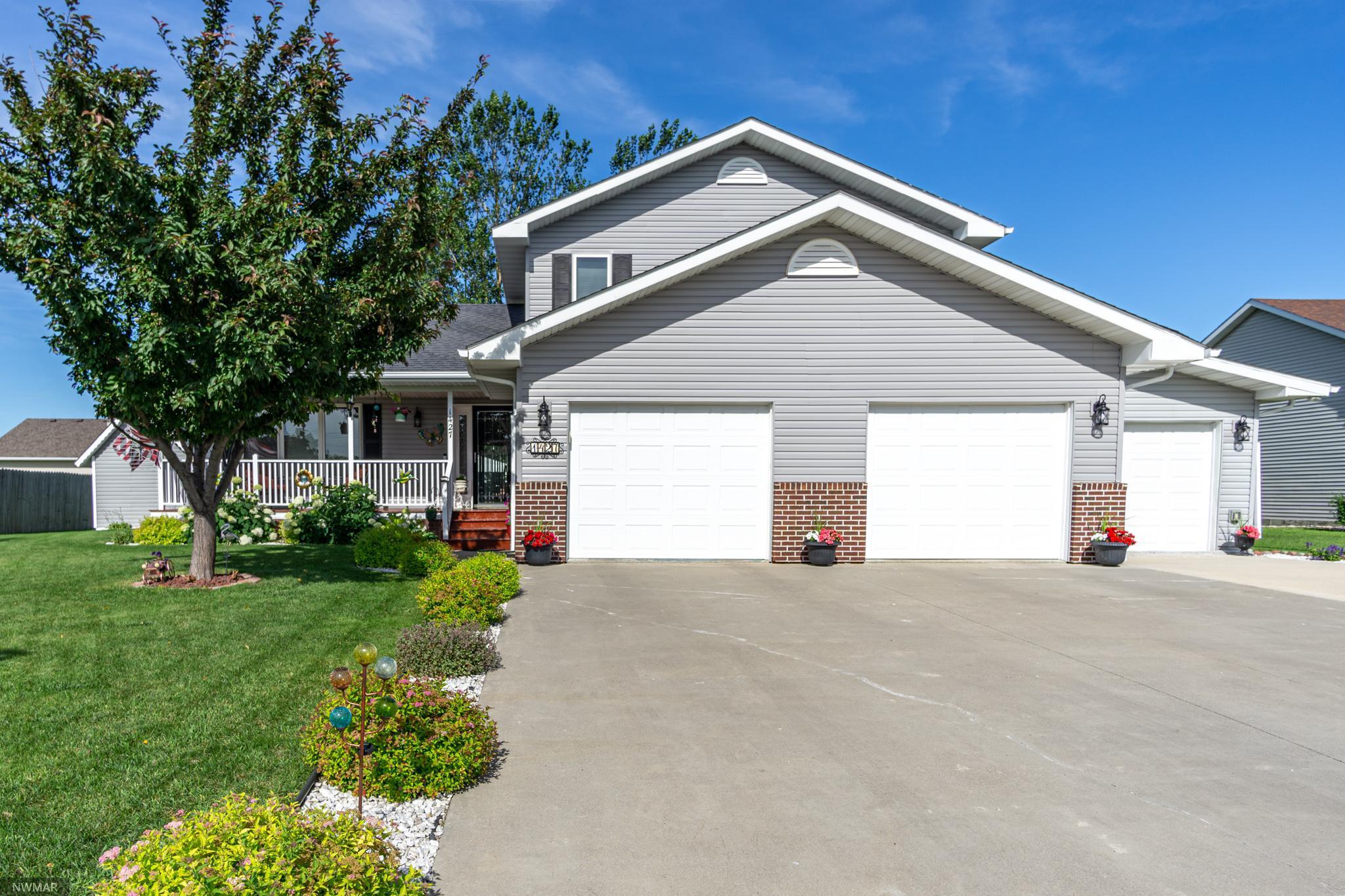 1427 Saint Johns Property Photo - Crookston, MN real estate listing
