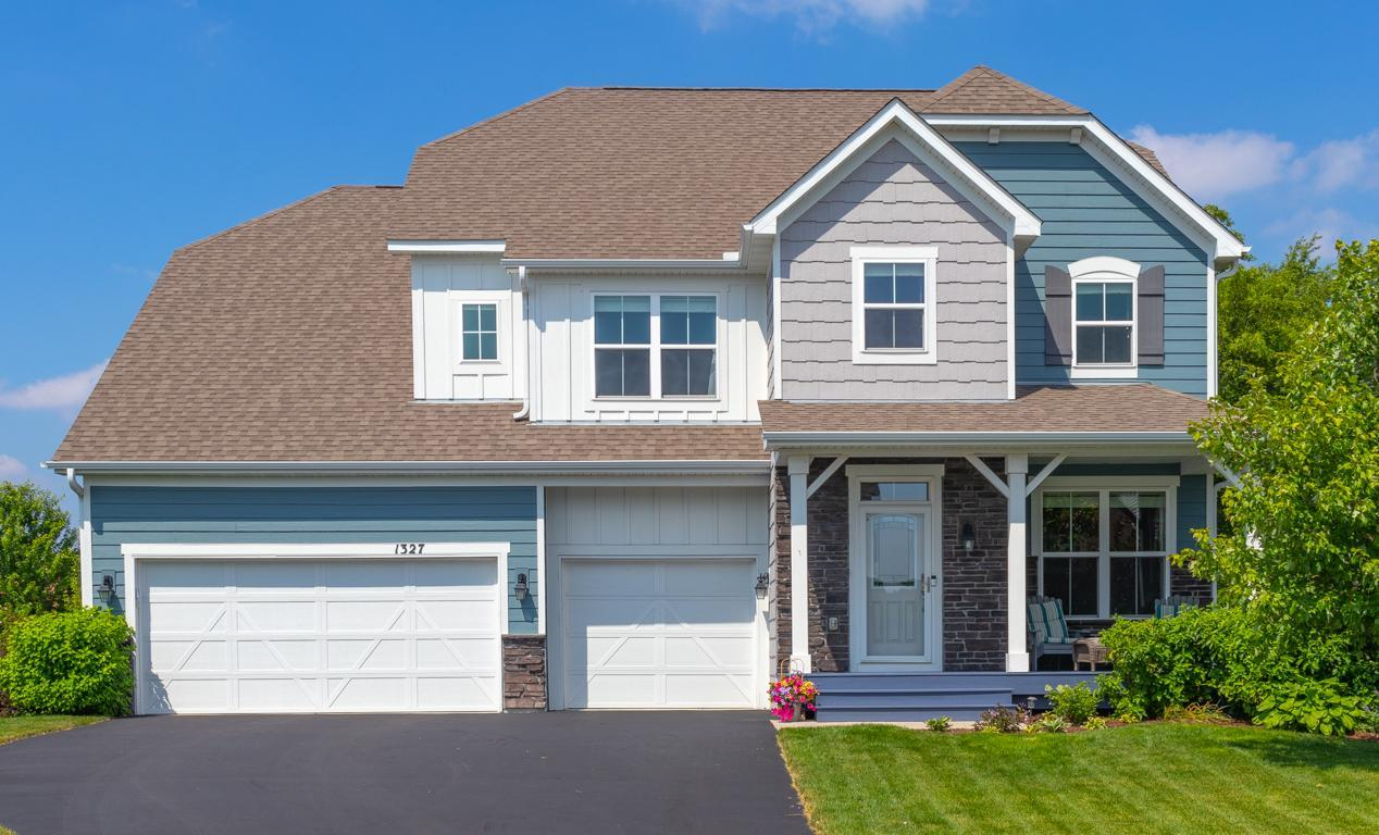 1327 Shadow Creek Curve Property Photo - Eagan, MN real estate listing