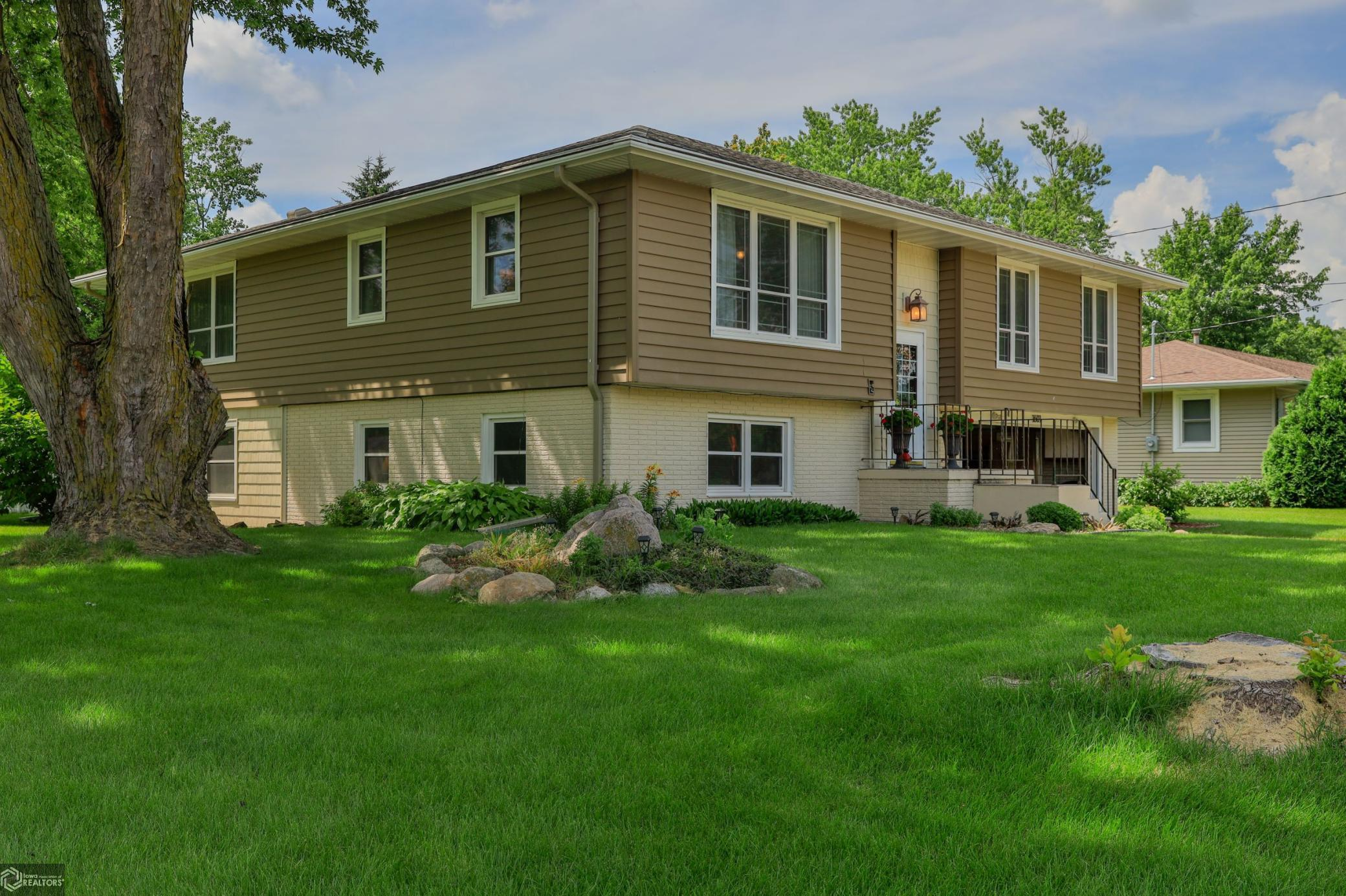1601 Hobart Property Photo - Grinnell, IA real estate listing