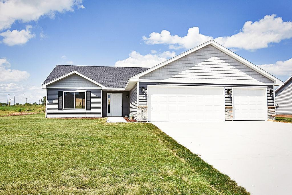 320 Horizon Drive Property Photo - Le Center, MN real estate listing