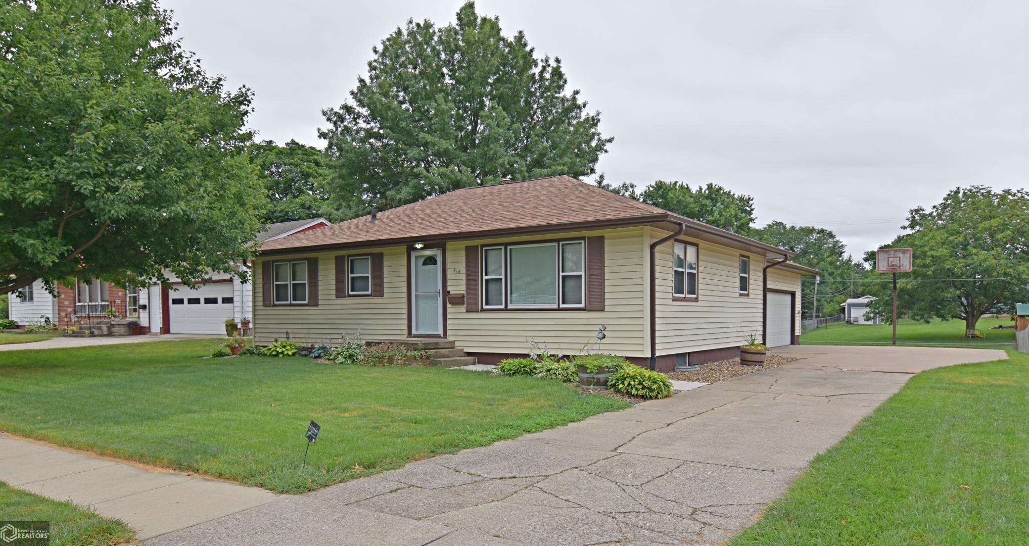214 Meadow Property Photo - Marshalltown, IA real estate listing
