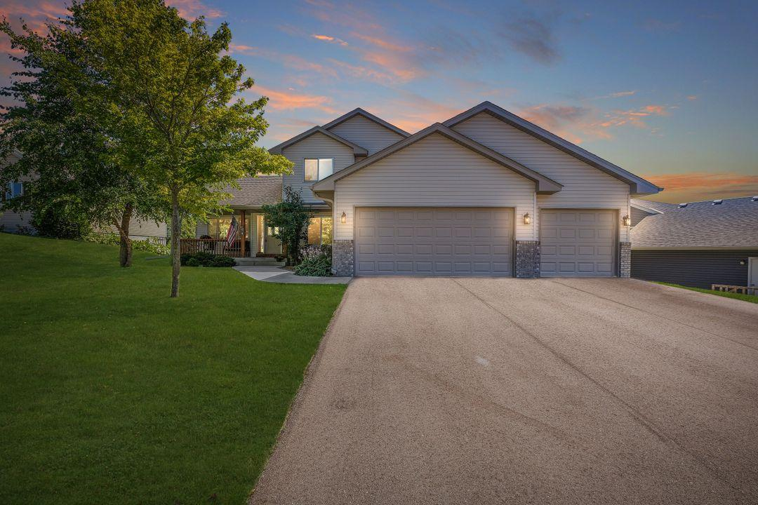 869 Quail Court Property Photo - Watertown, MN real estate listing