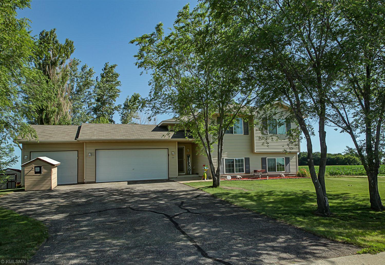 215 E Shamrock Drive Property Photo - Green Isle, MN real estate listing