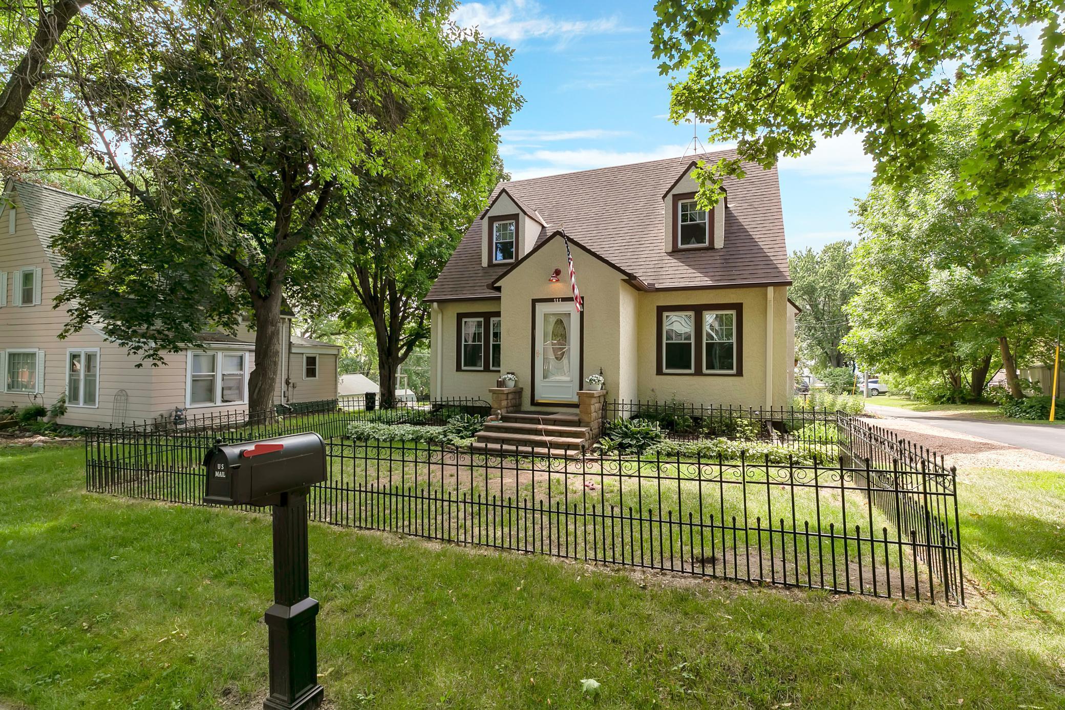 111 Lake Avenue E Property Photo - Winsted, MN real estate listing