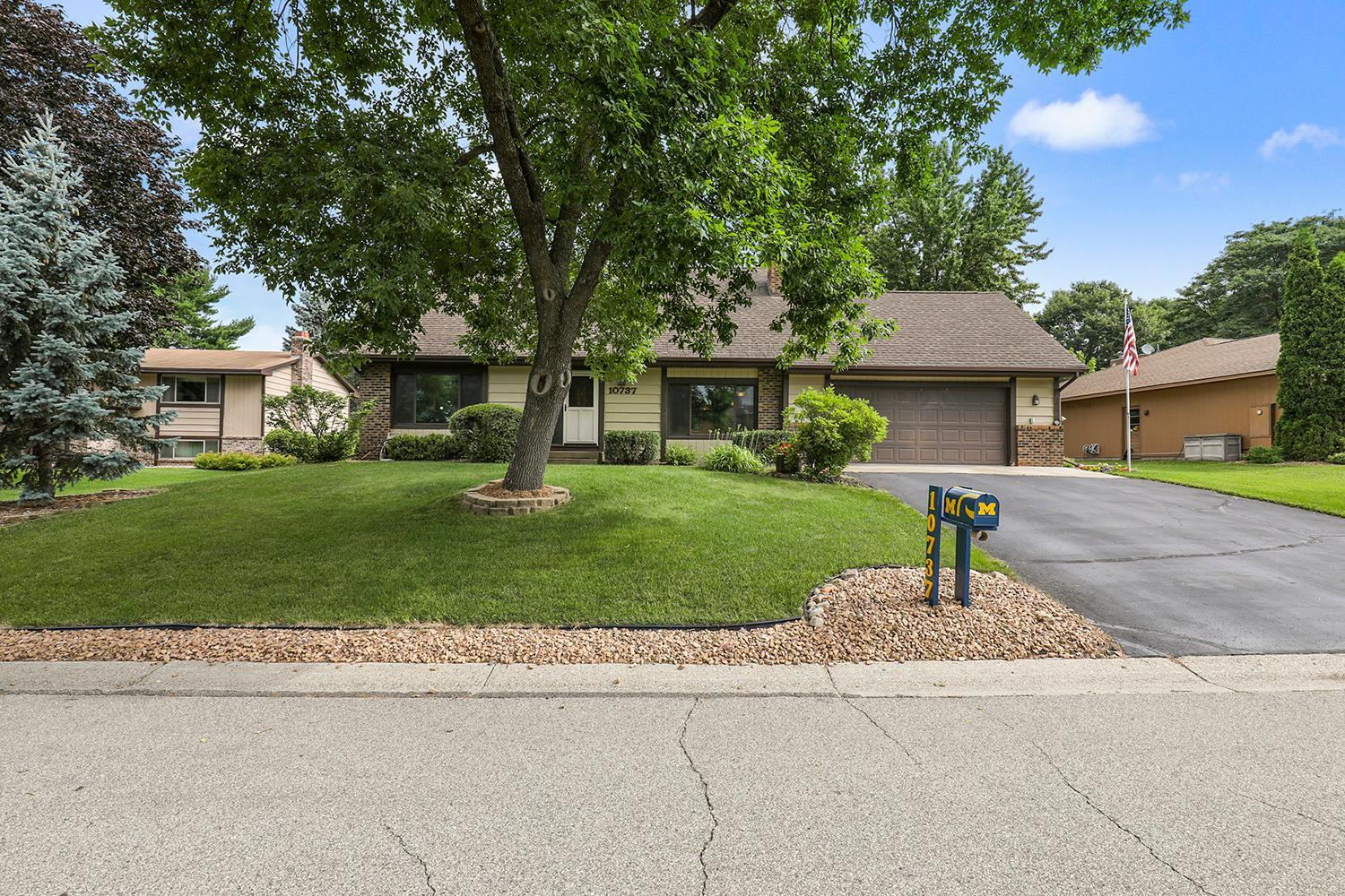 10737 Hopkins Circle S Property Photo - Bloomington, MN real estate listing