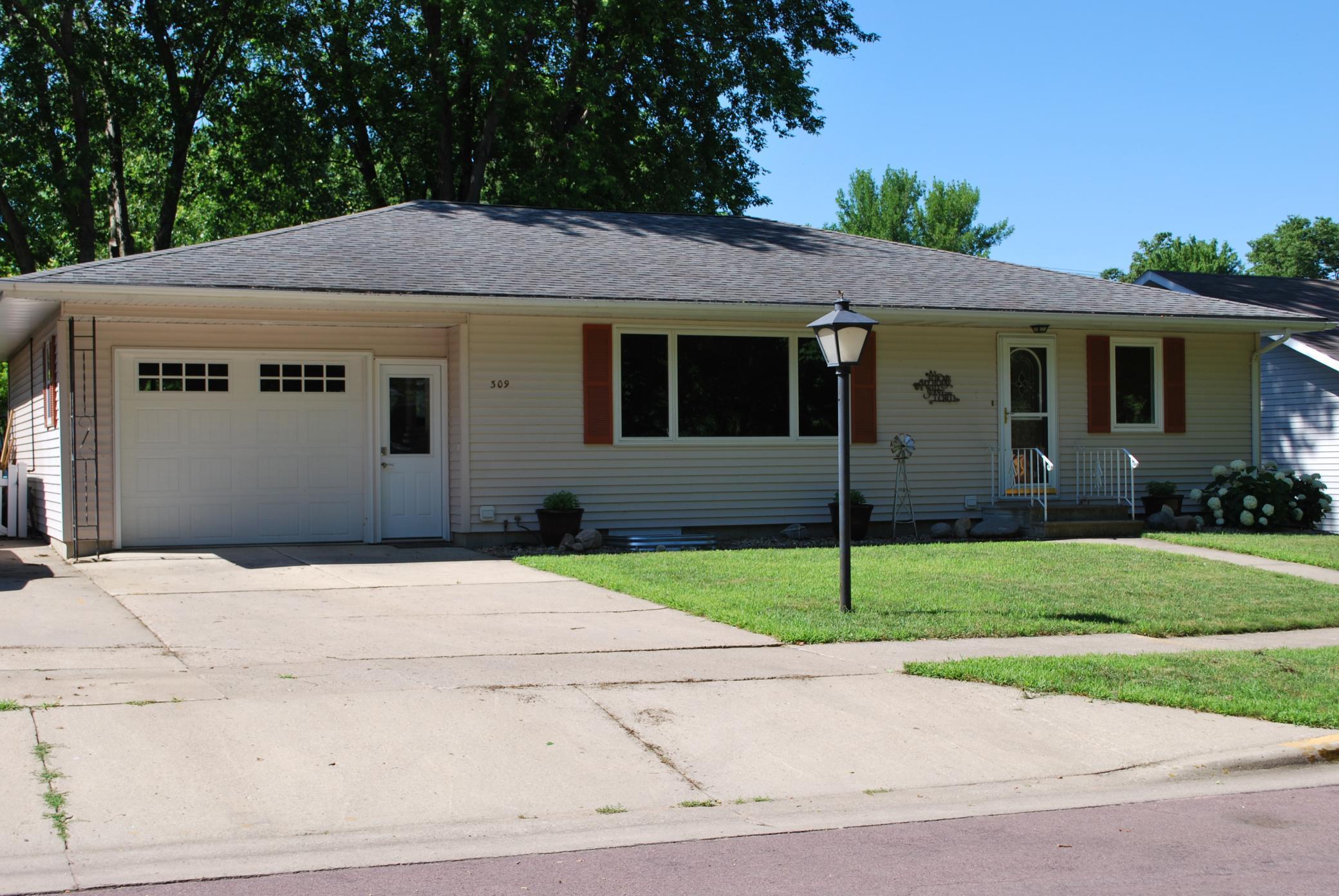 309 E 1st Street N Property Photo - Truman, MN real estate listing