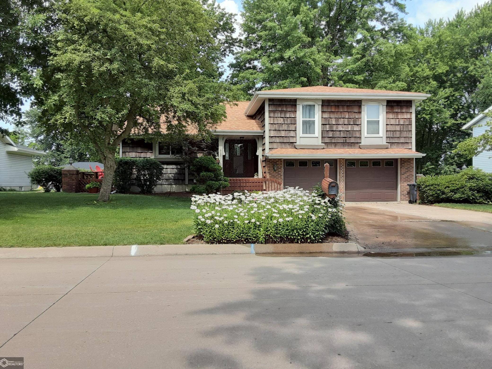 825 Cindy Drive Property Photo - Burlington, IA real estate listing