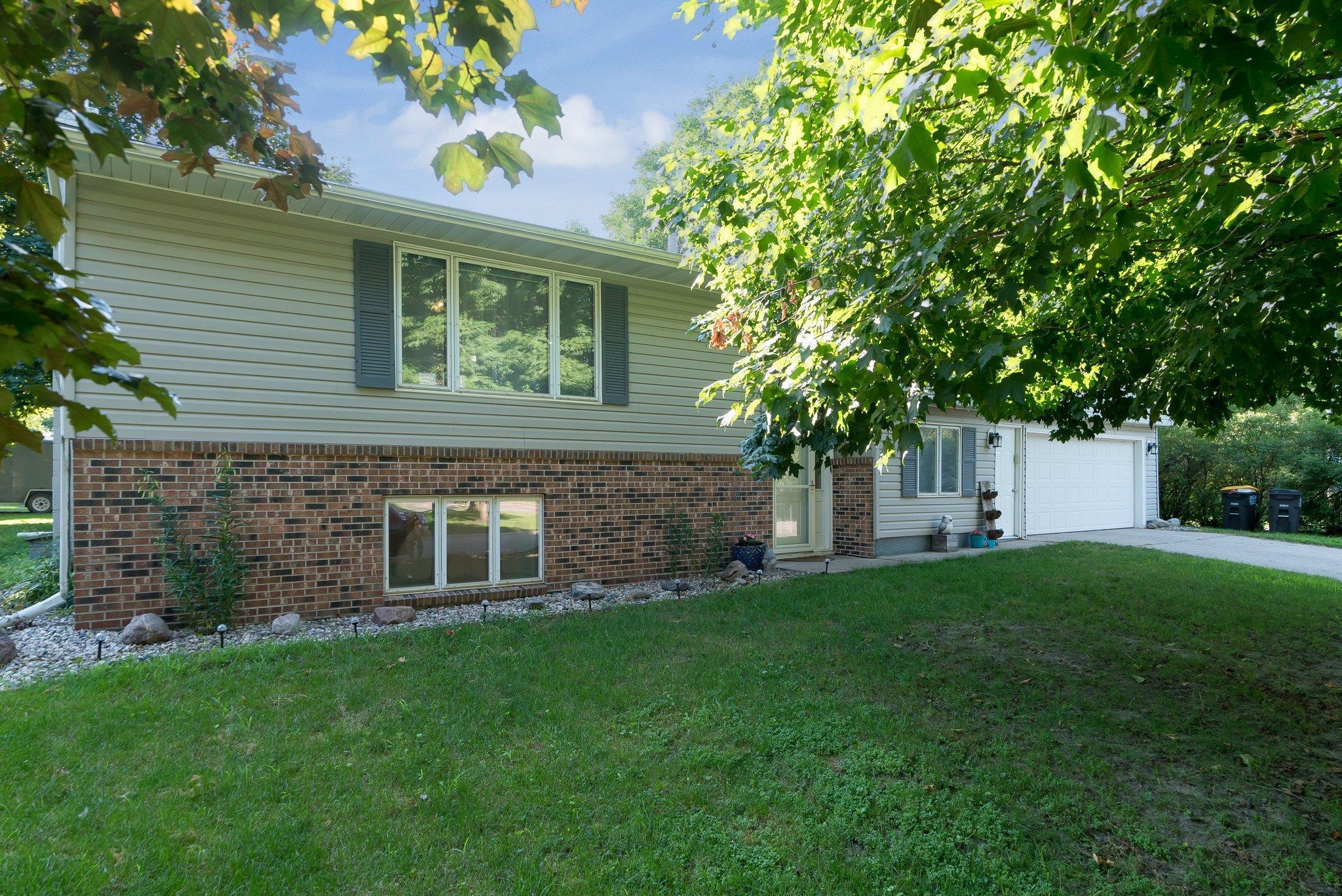 18 Jaymar Drive Property Photo - Lake Crystal, MN real estate listing