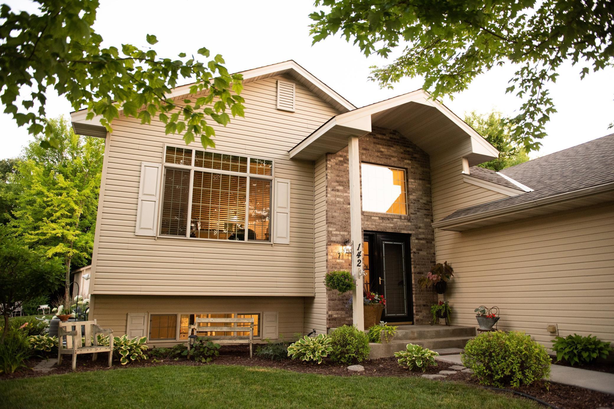 142 Pheasant Ridge Drive Property Photo - Montrose, MN real estate listing
