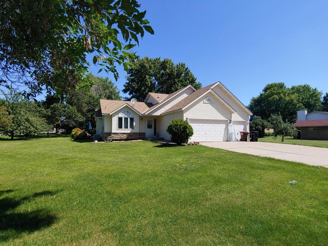 351 Belmont E Property Photo - Maplewood, MN real estate listing