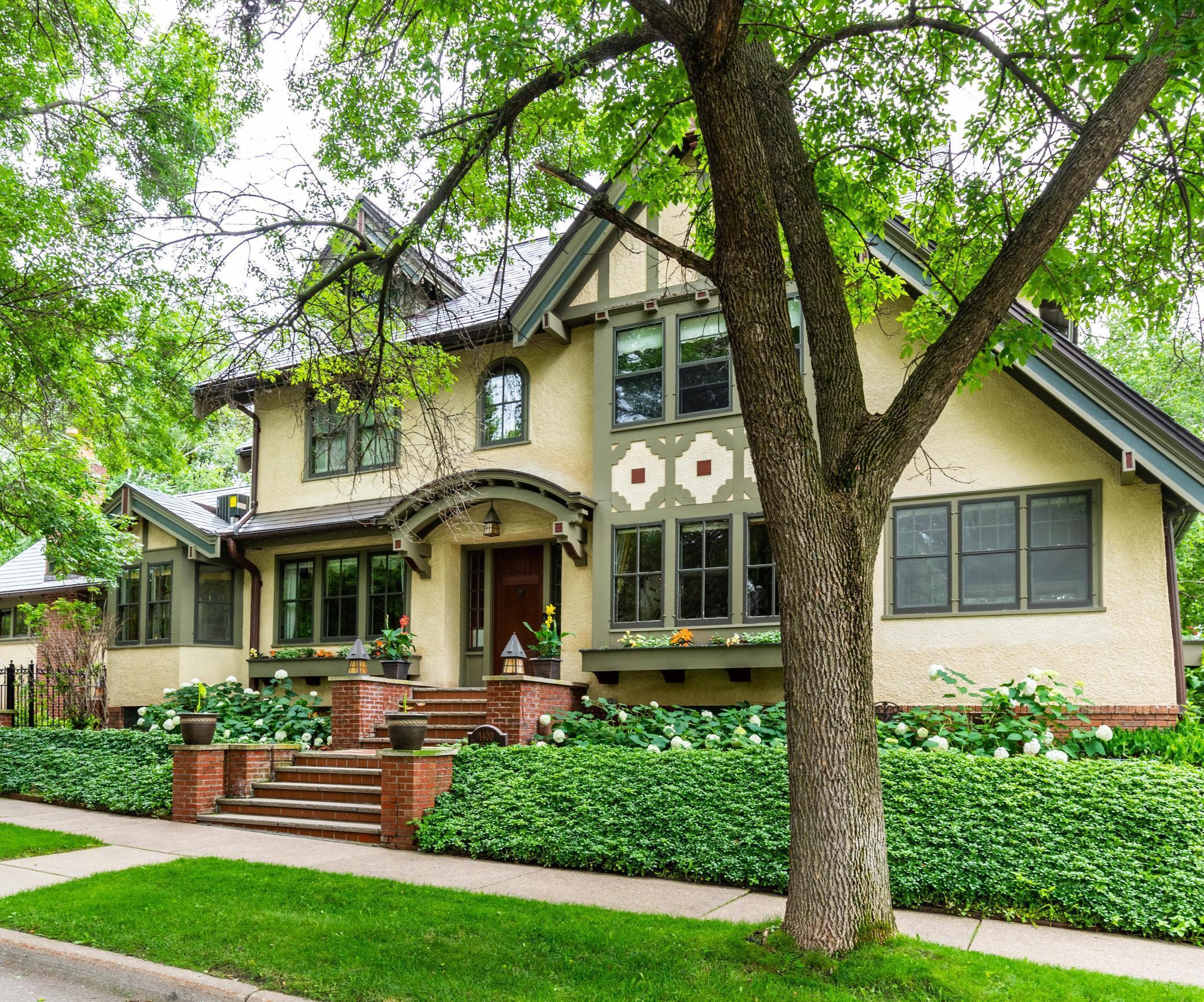 1400 Summit Property Photo - Saint Paul, MN real estate listing