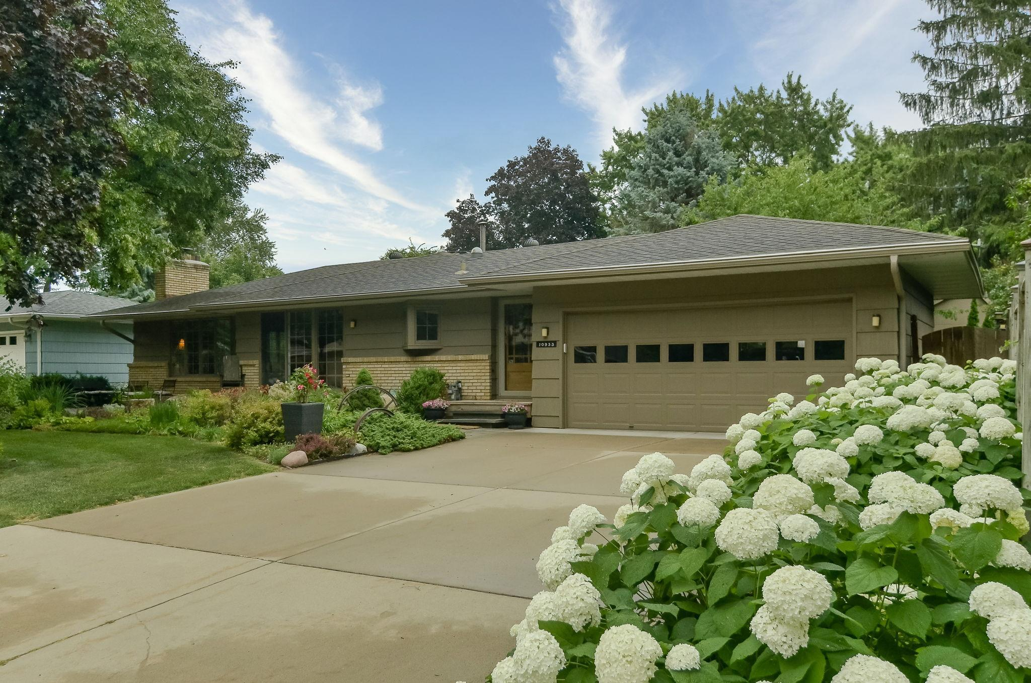 10933 Chowen Avenue S Property Photo - Bloomington, MN real estate listing